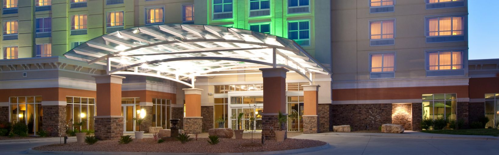 Holiday Inn Hotel Suites West Des Moines Jordan Creek Hotel By Ihg