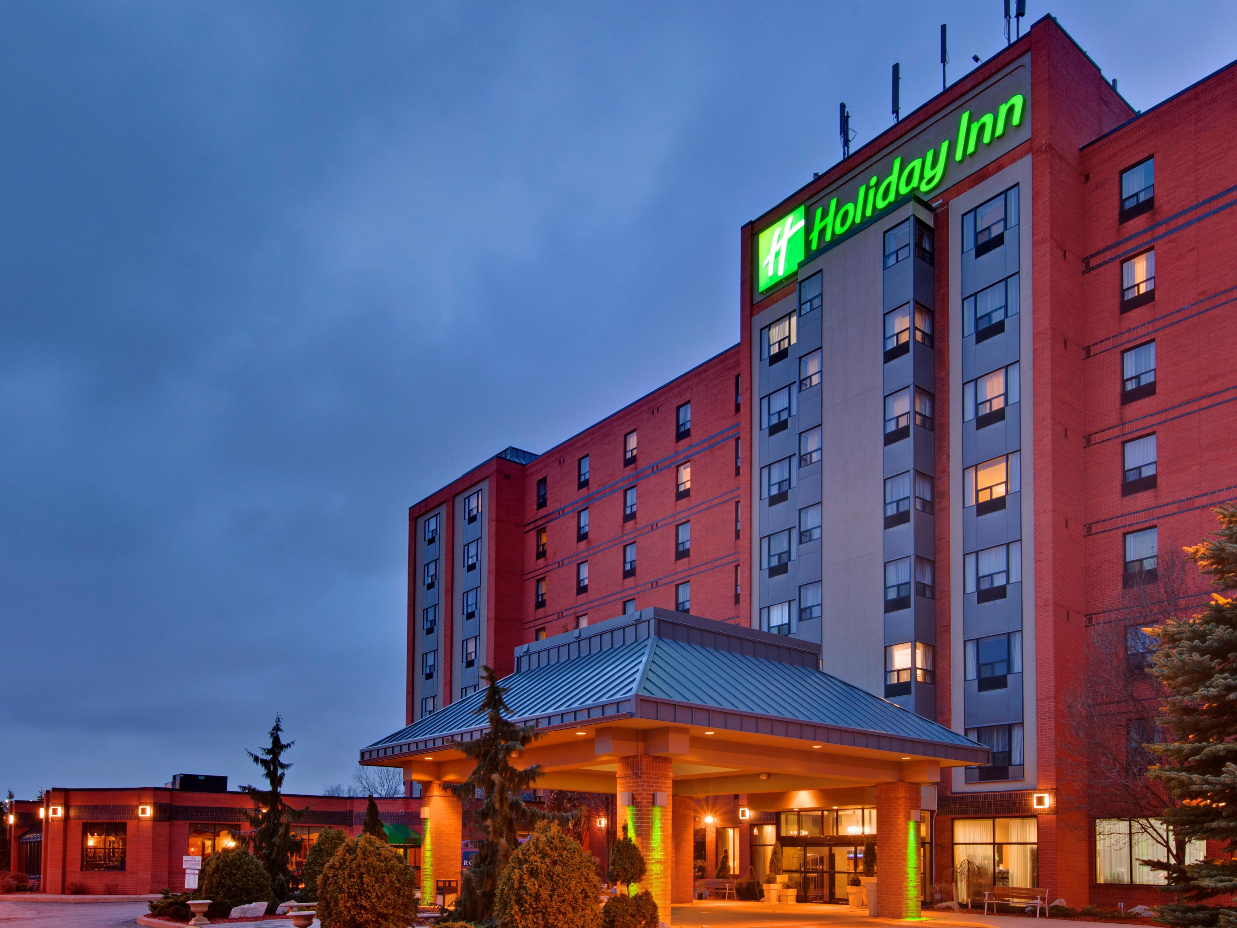 Exterior Feature - Holiday Inn & Suites Ambassador Bridge at night