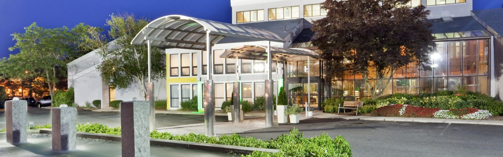 The Holiday Inn Cape Cod Hyannis Welcomes You Hotel Exterior