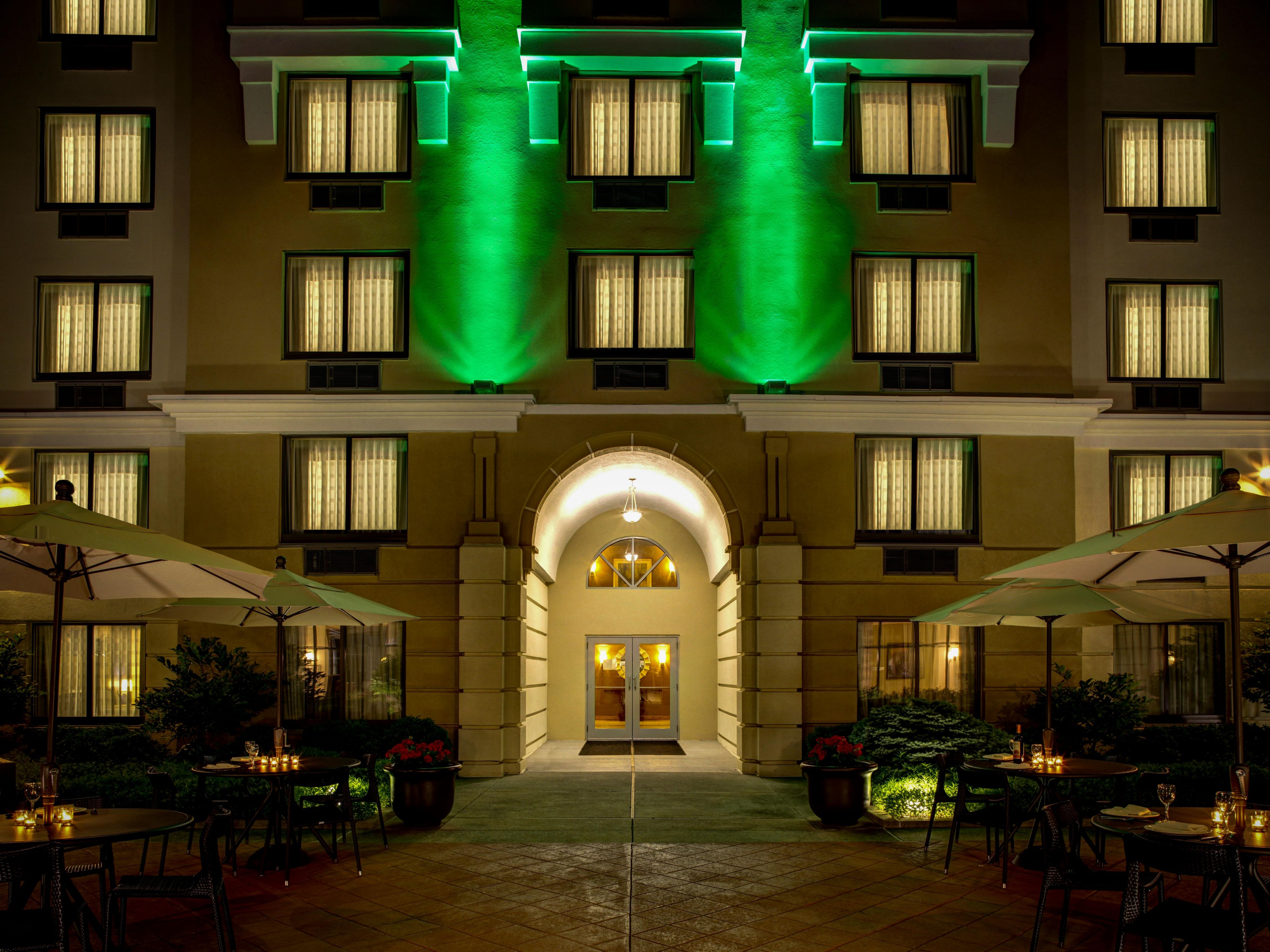 Enjoy an evening in our courtyard at the Holiday Inn Carmel