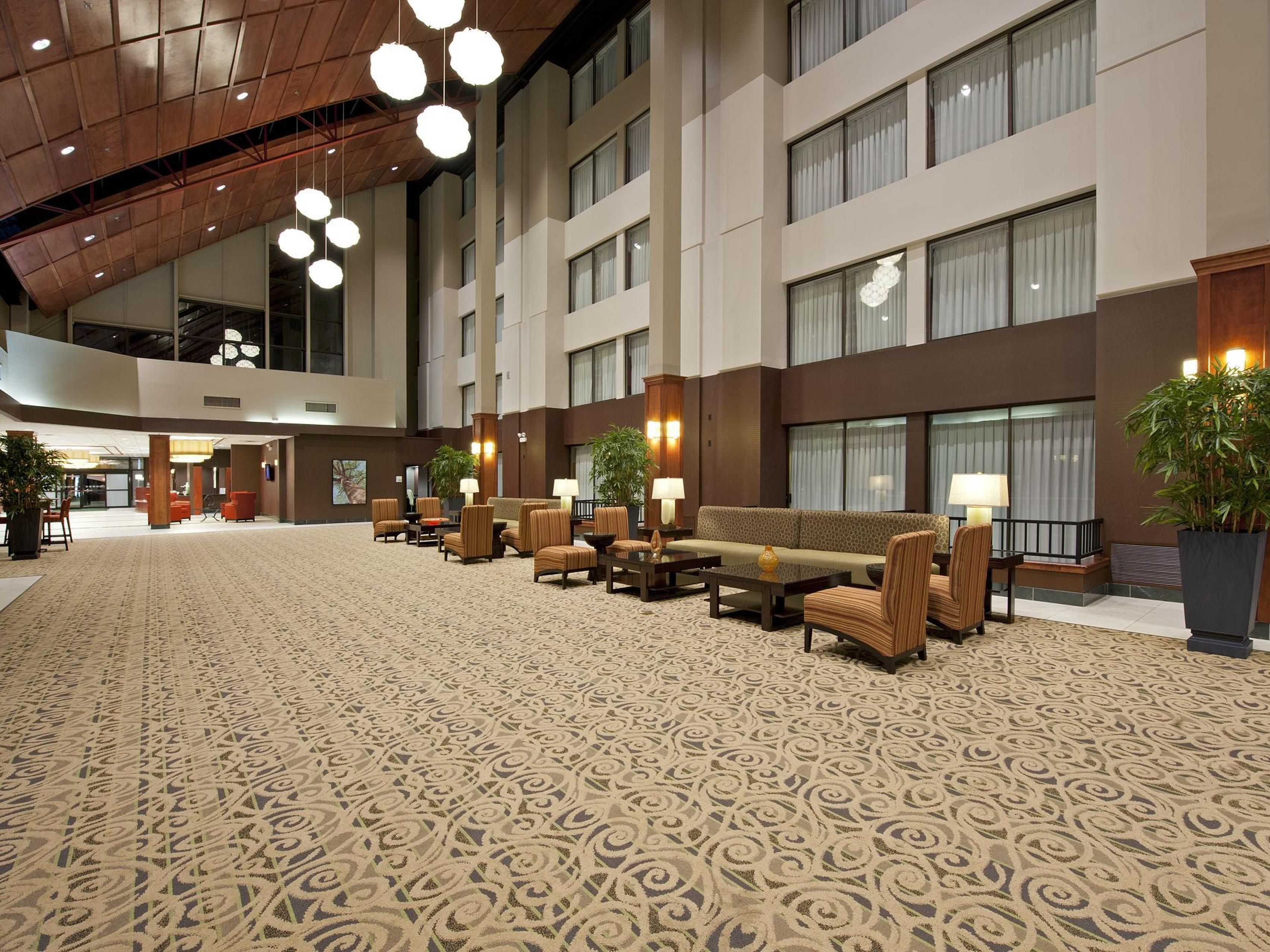 Newly Renovated Holiday Inn Hotel near Medinah Country Club
