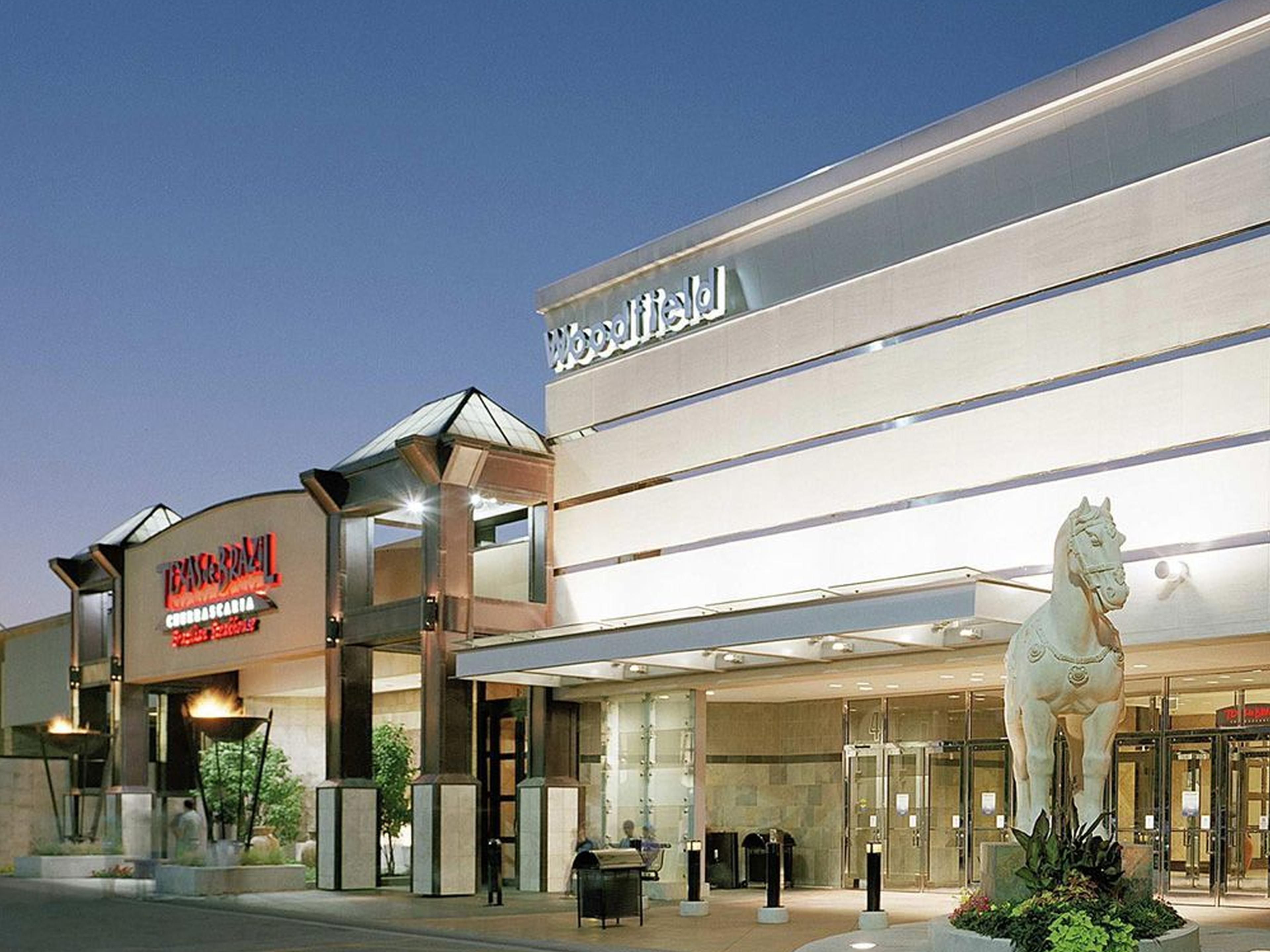 Visit Woodfield Mall & Legoland minutes away in Schaumburg