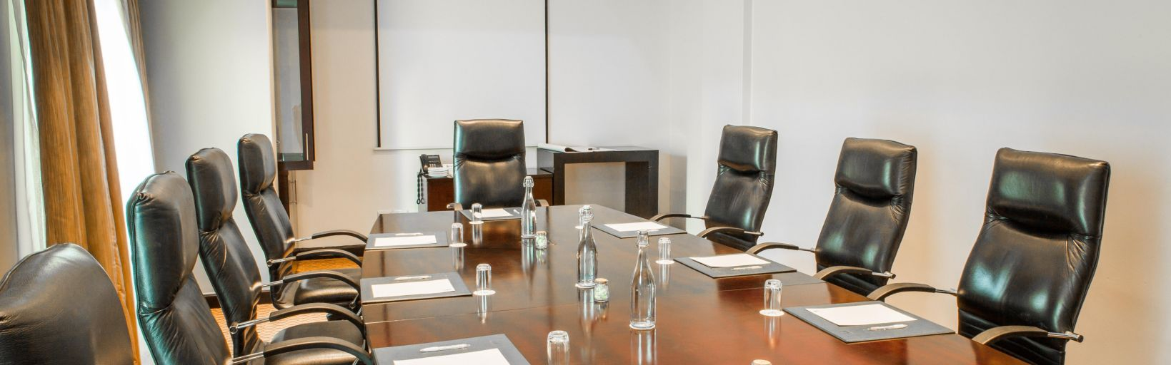 Holiday Inn Sandton Rivonia Road Hotel Groups Meeting Rooms Meja Makan Opal Board Room Boardroom