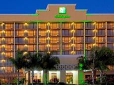 Holiday Inn & Suites 主门东