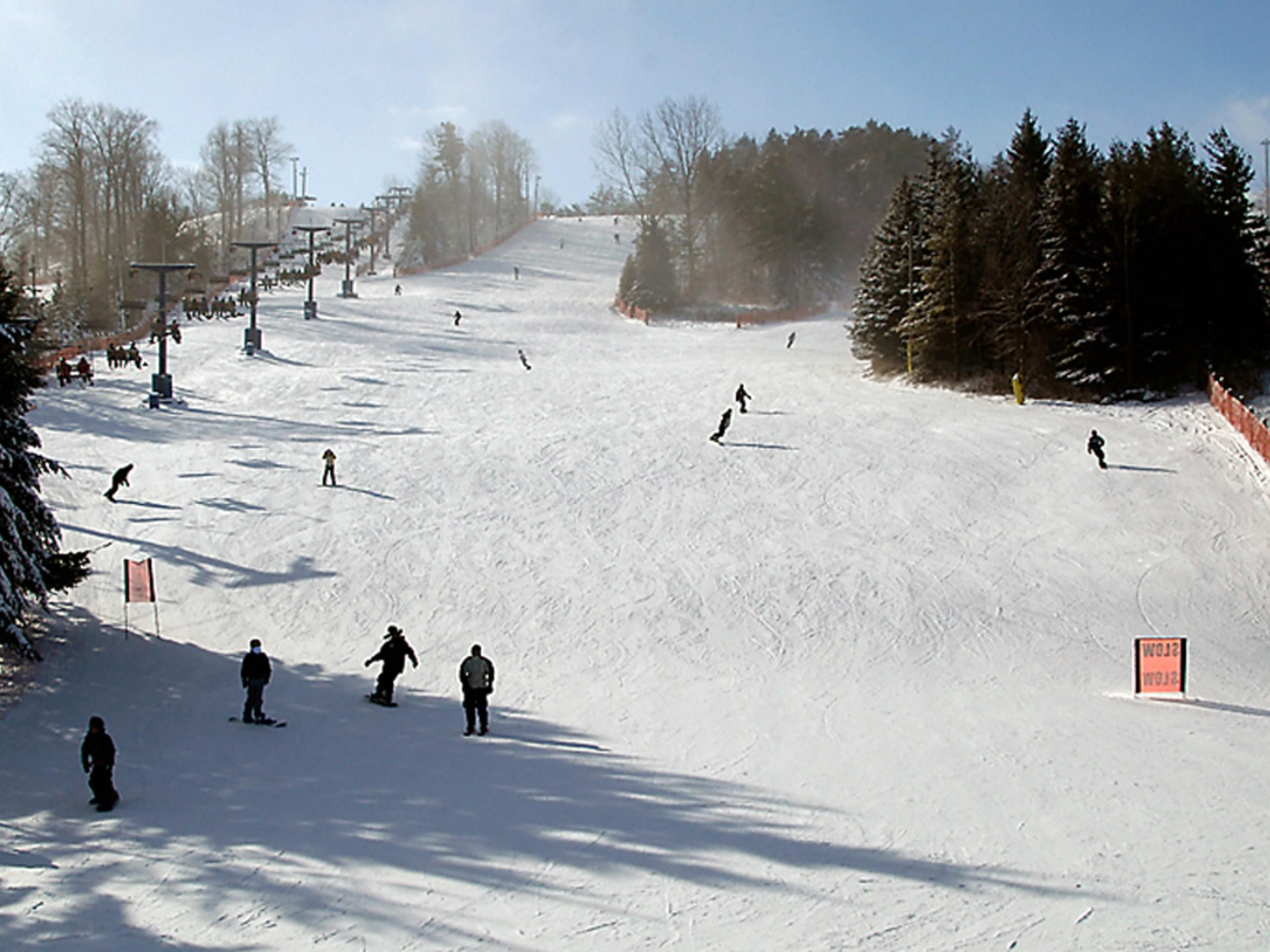 Chicopee Ski Hill - Located 3KM from Hotel