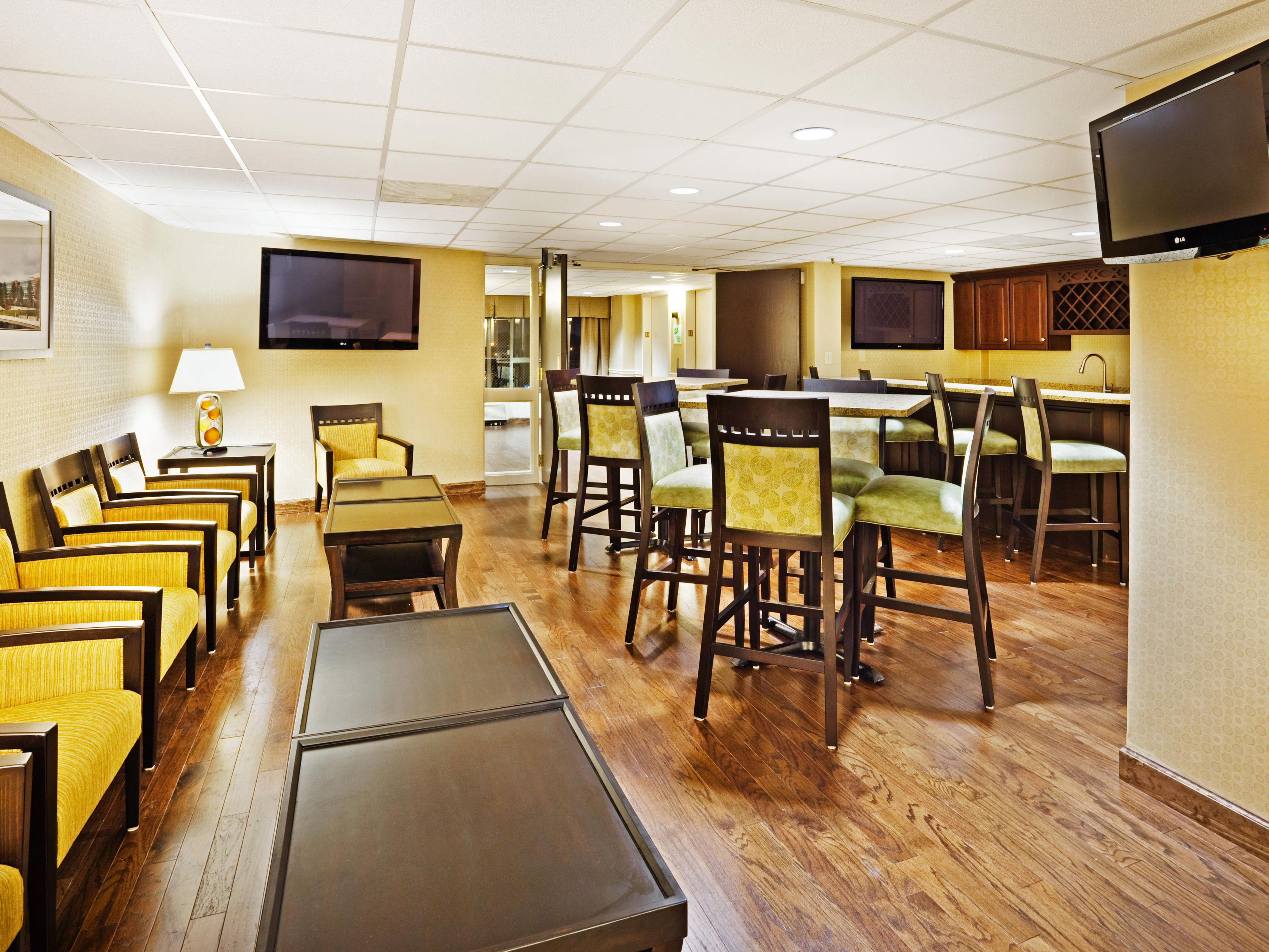 Executive Floor Lounge and Breakfast Area
