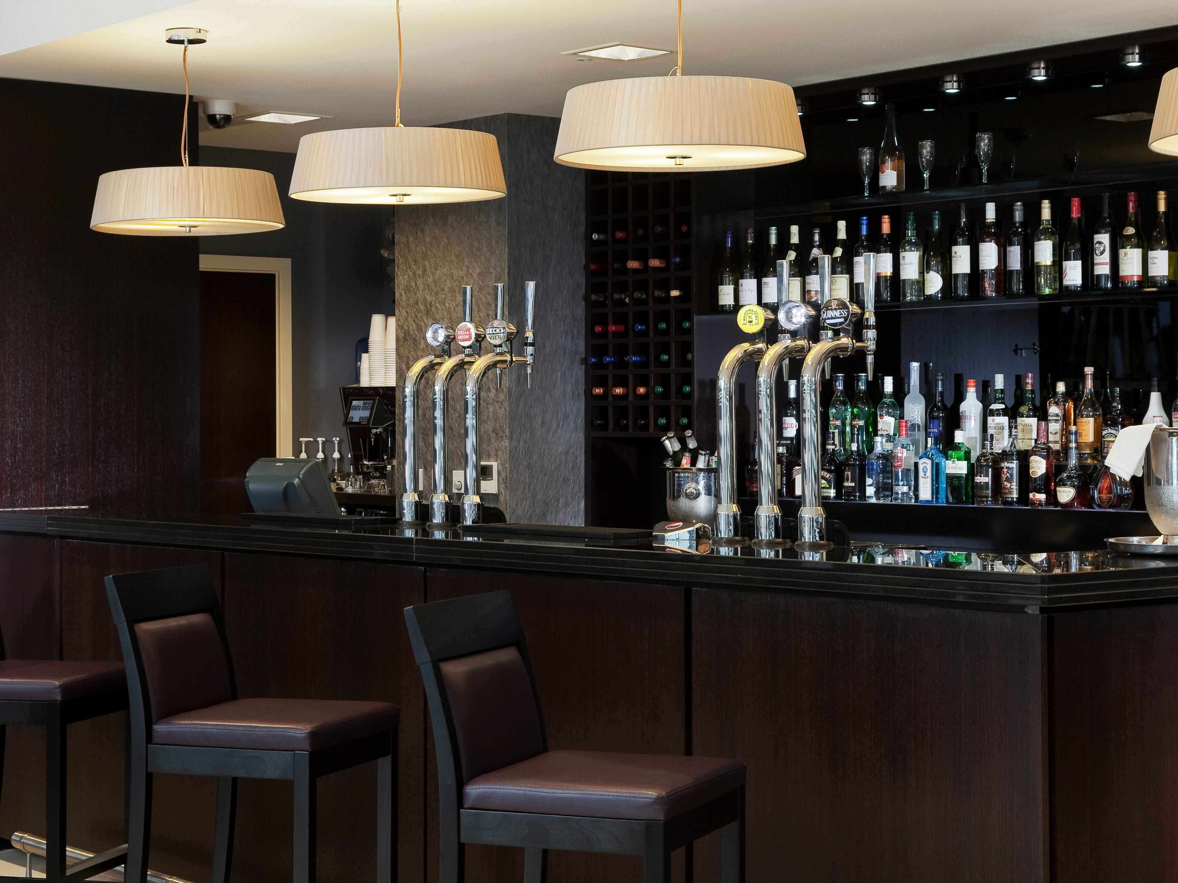 Bar and Lounge at Holiday Inn London Commercial Road