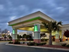 Holiday Inn Lumberton North - I-95 in Laurinburg, North Carolina