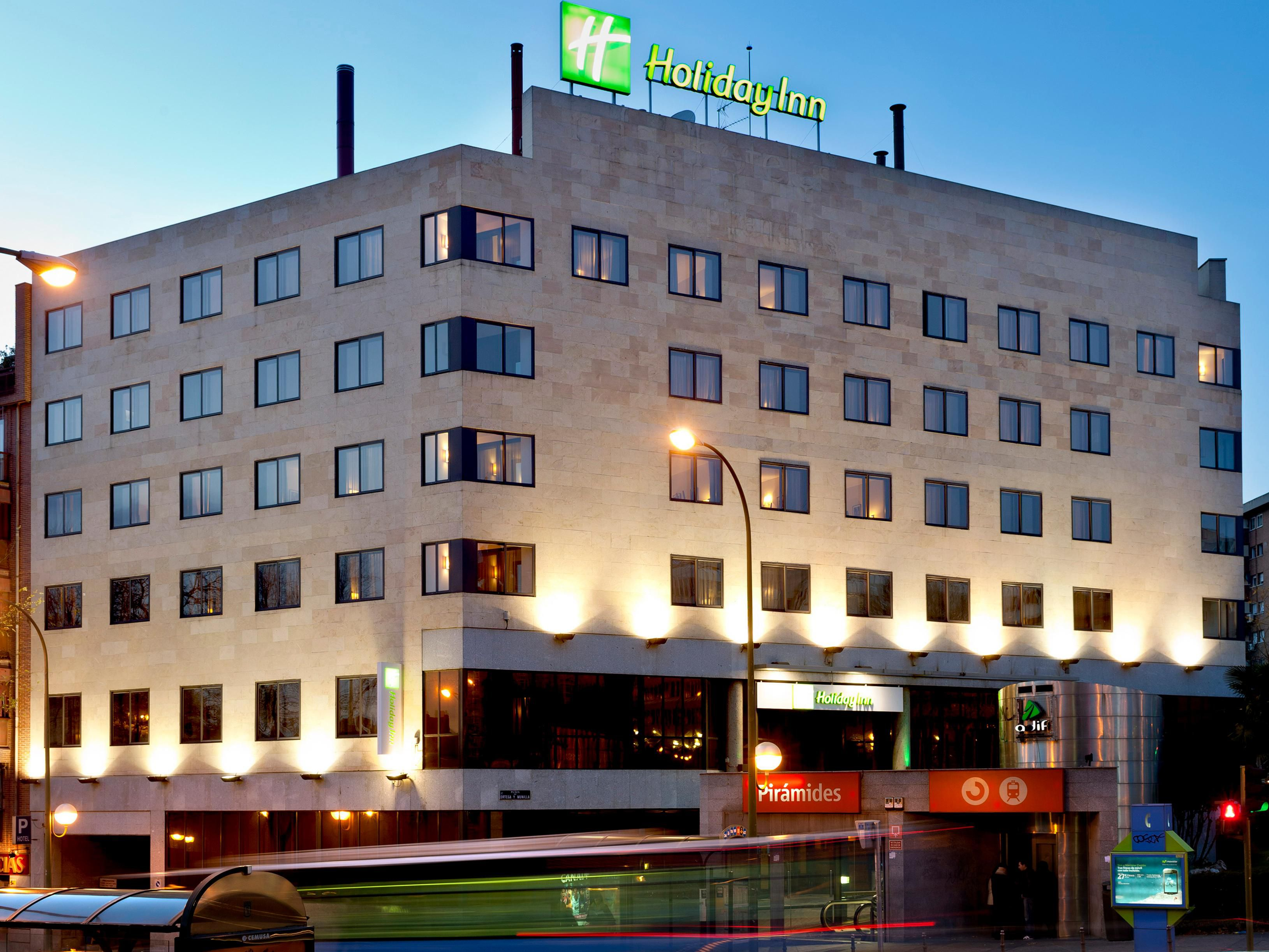 Hoteles en madrid centro holiday inn madrid piramides for Hoteles vanguardistas en madrid