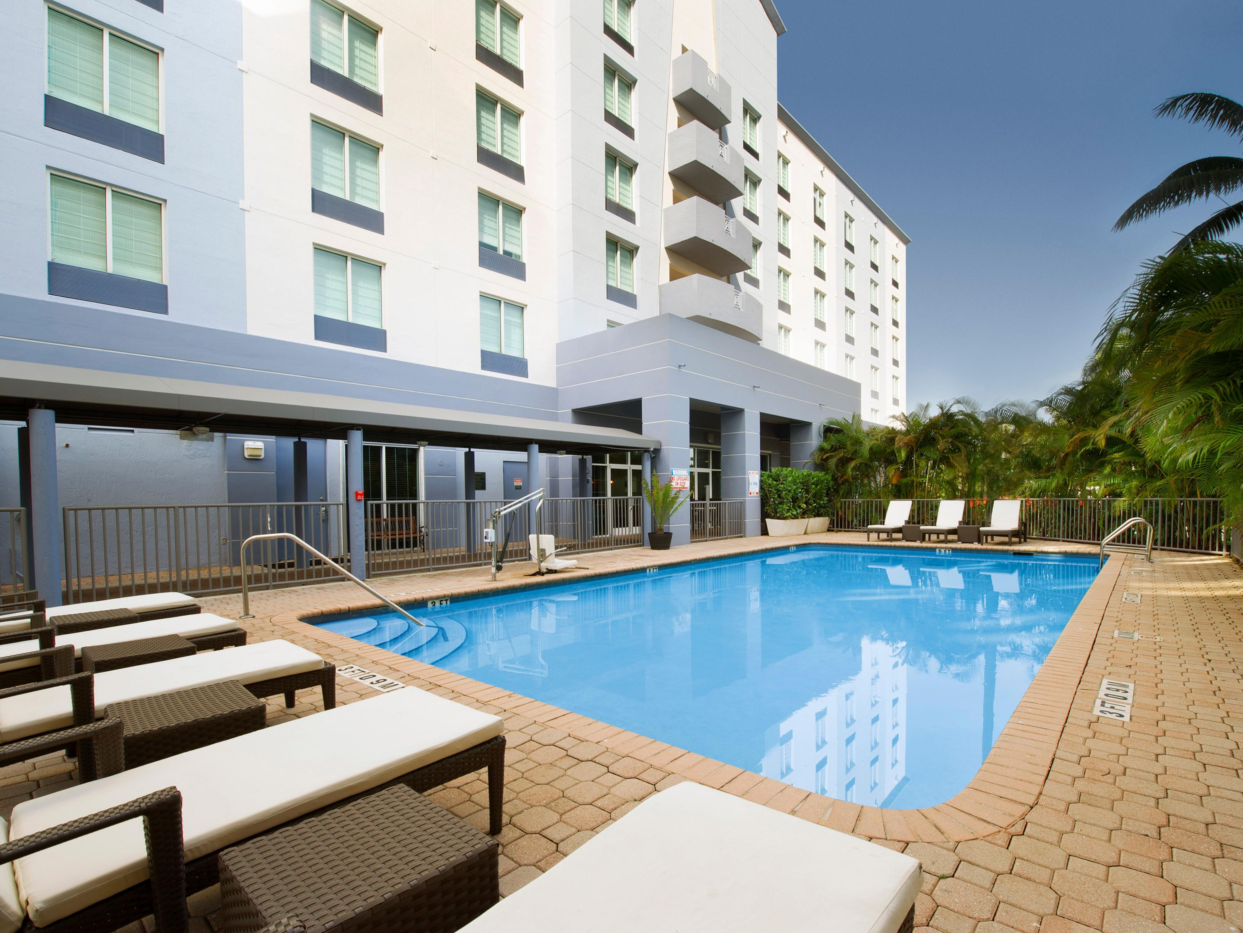 Holiday Inn Miami Doral Swimming Pool great for exercise