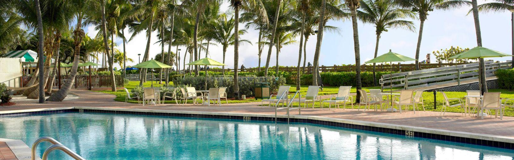 Holiday Inn Miami Beach piscina ao ar livre