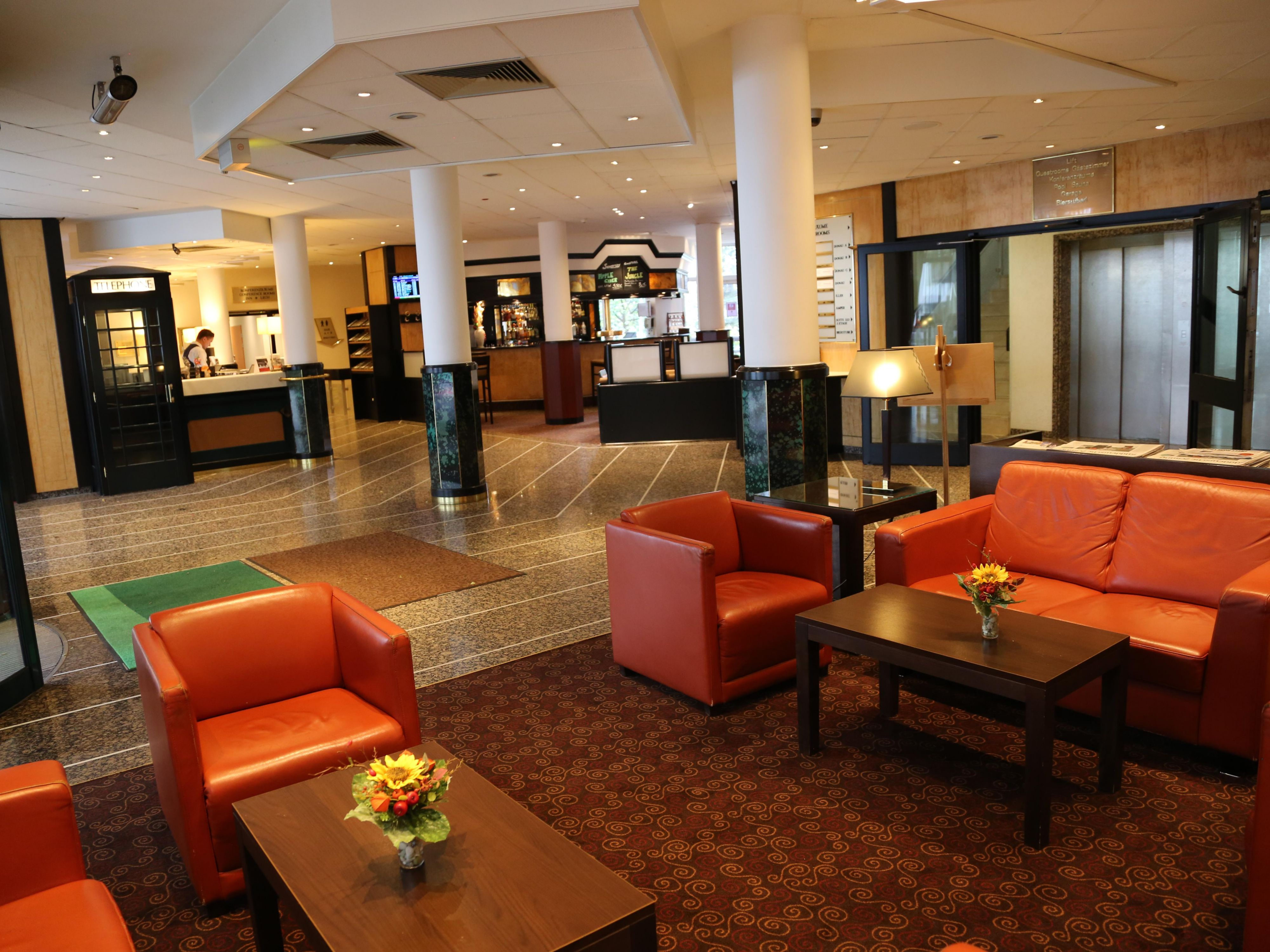 In our lobby lounge you have plenty of space to relax.