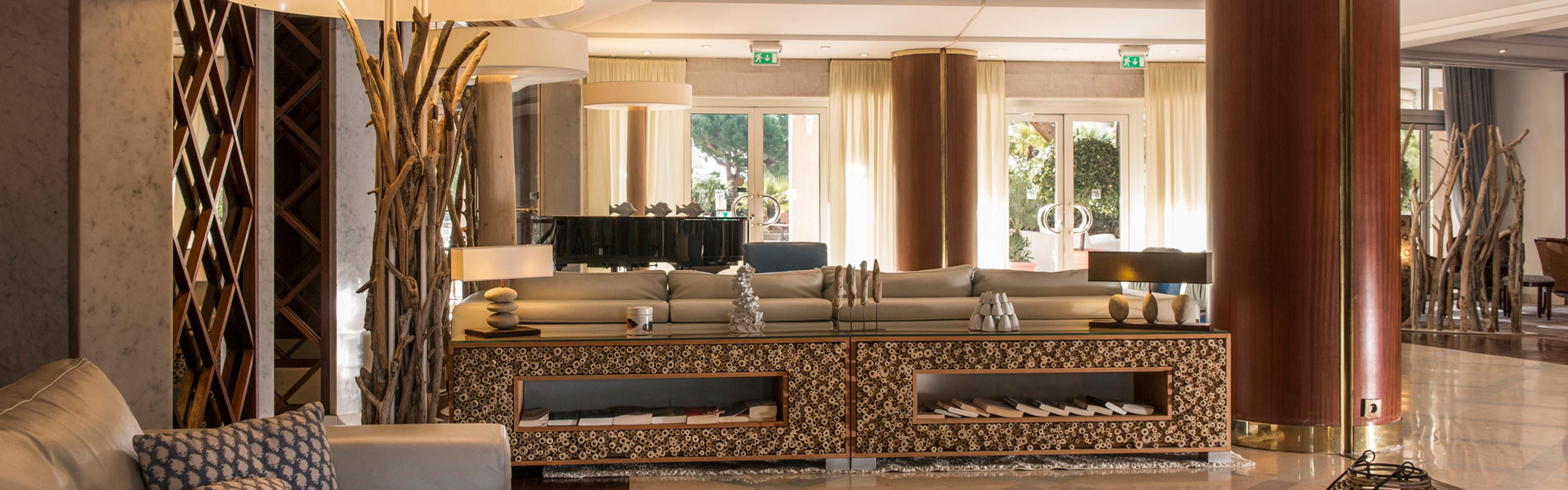 ... Saint Laurent Du Var; Comfy Lobby For When A Moment To Relax ...