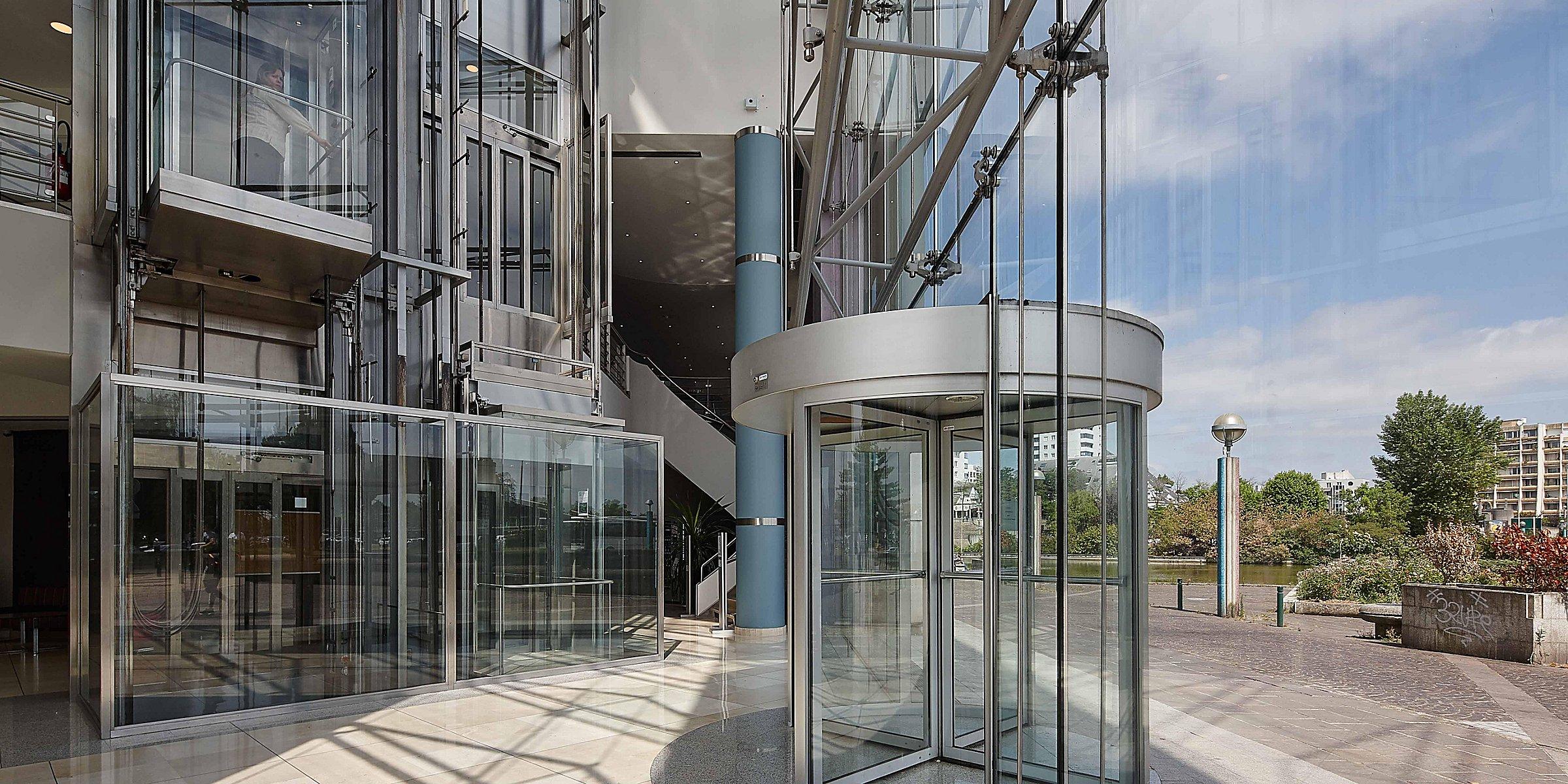 Noisy Le Grand Architecture hotels near disneyland paris | holiday inn paris - marne la