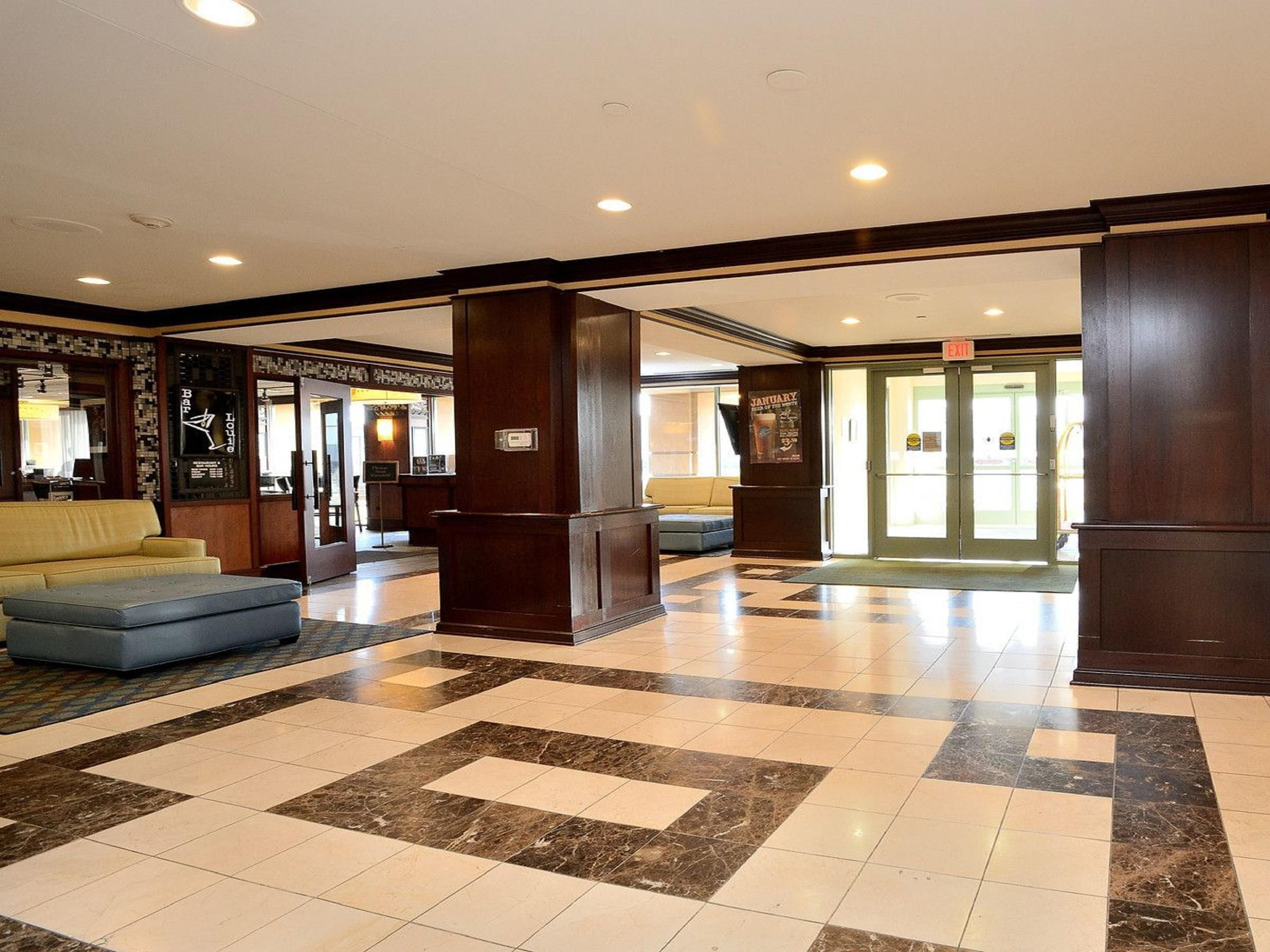 Holiday Inn Oak Brook Terrace, Main Lobby