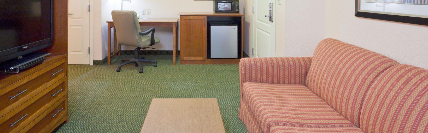 Holiday Inn Elk River Hotel Executive Suite Living Room