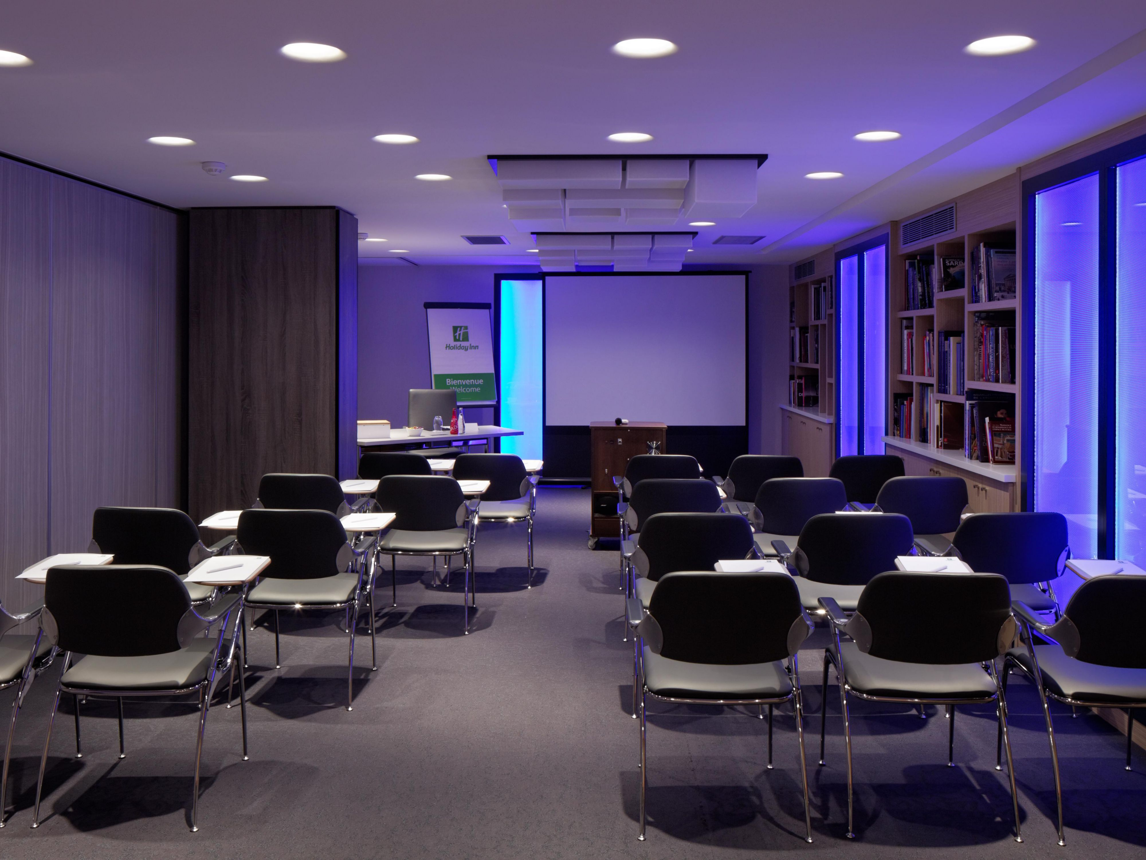 Montaigne Meeting Room in Theatre set  w/Living Colors Lighting