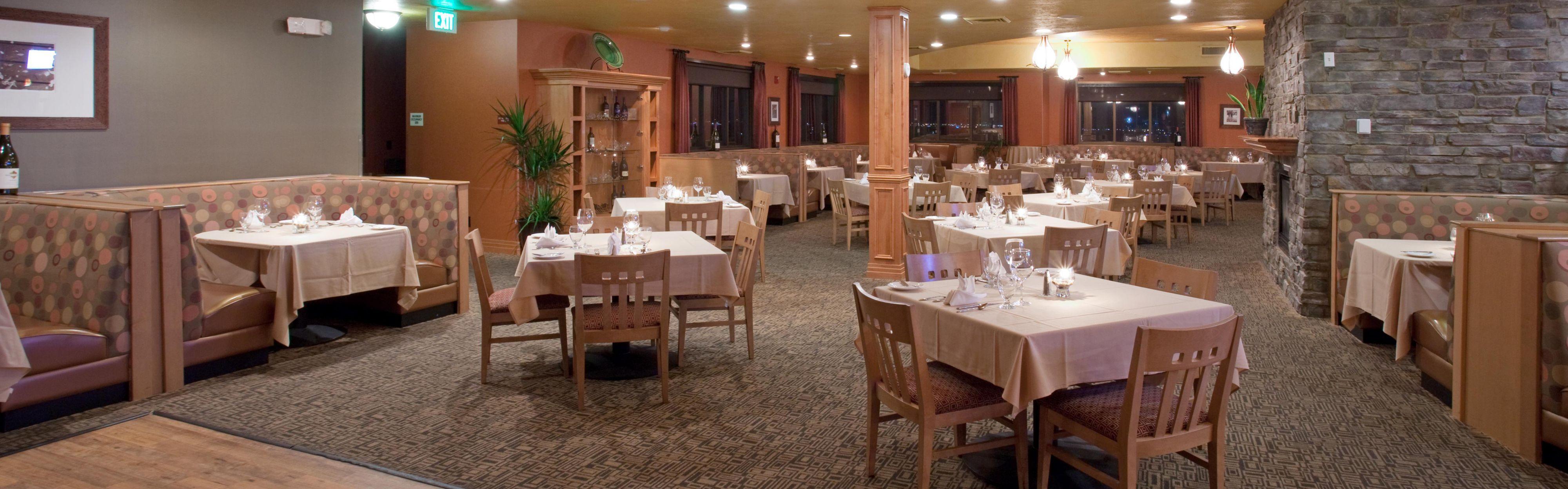Restaurants near cottonwood mall