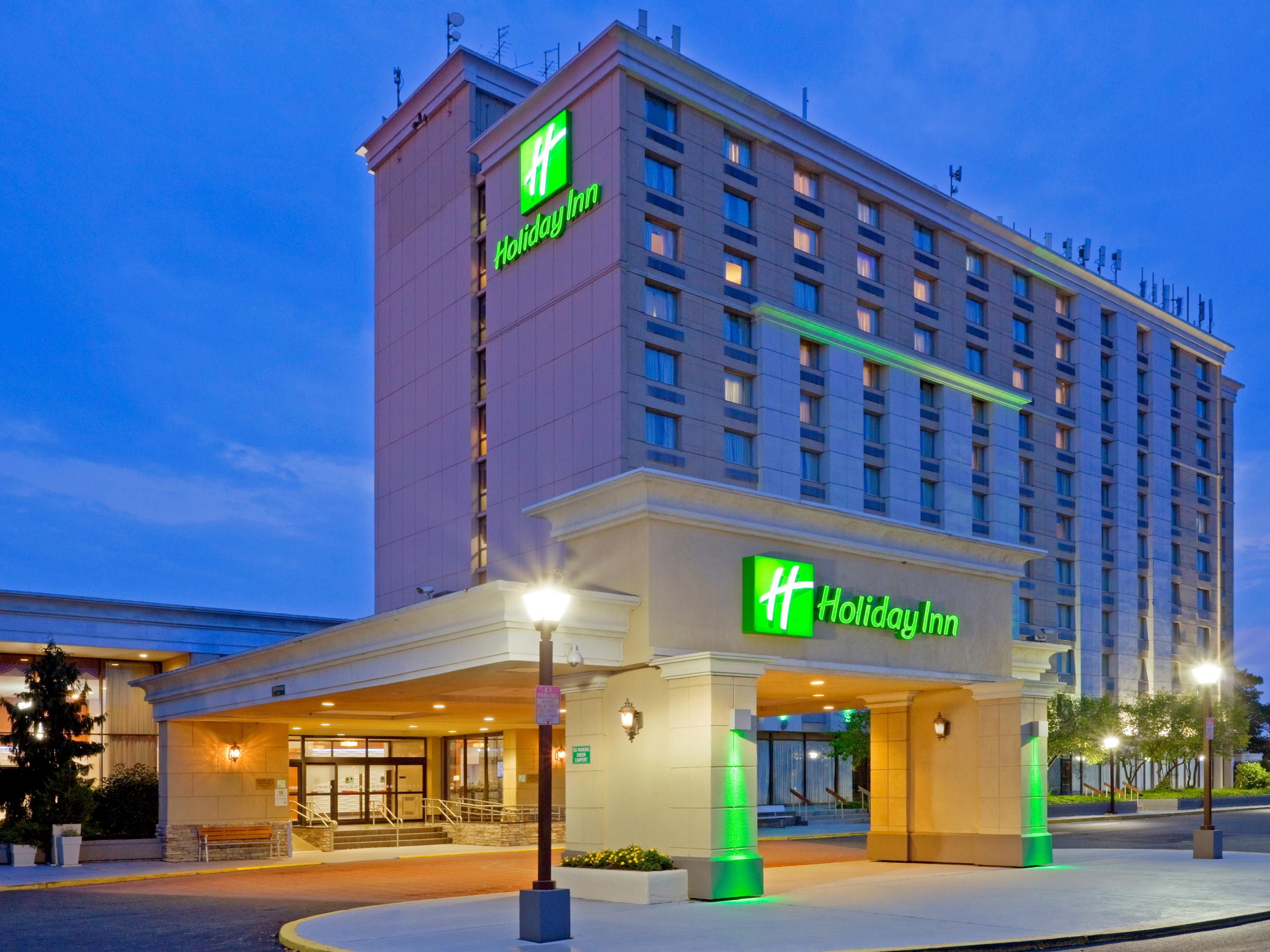Hotel Exterior at Night at the Holiday Inn Philadelphia Stadium