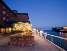 Holiday Inn Harborview - Port Washington