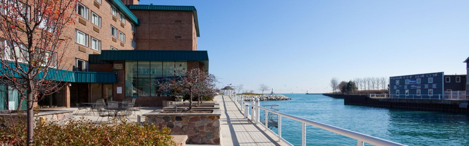 Front Desk Hotel Exterior In The Afternoon At Holiday Inn Port Washington