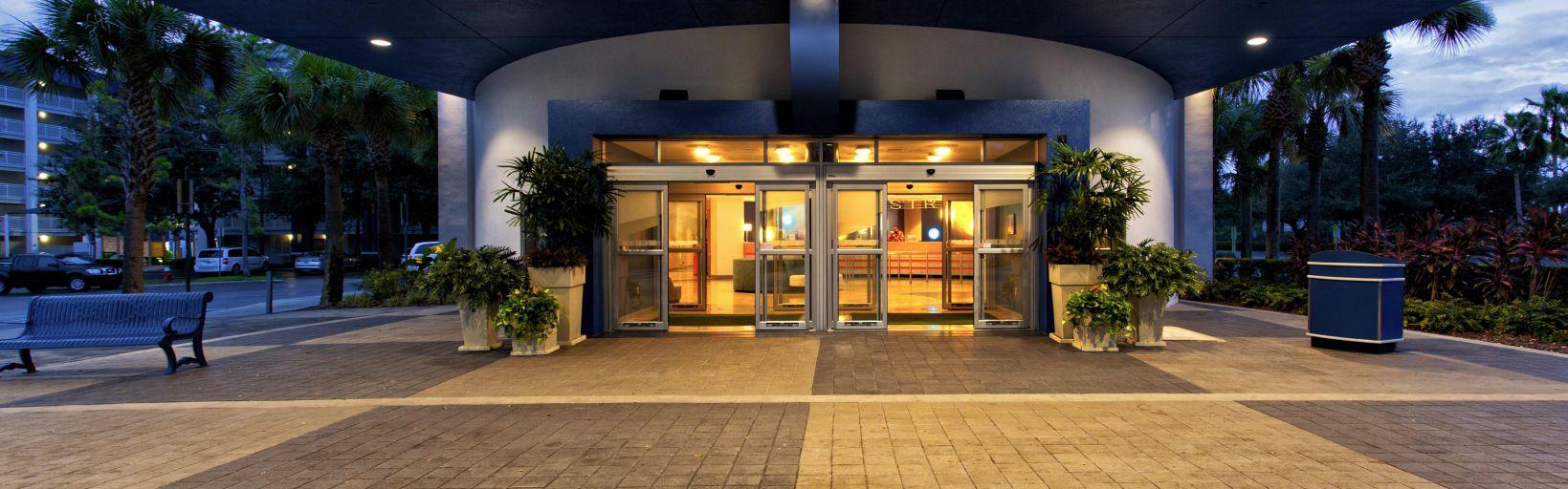 Holiday Inn Resort Orlando Suites - Waterpark Hotel by IHG