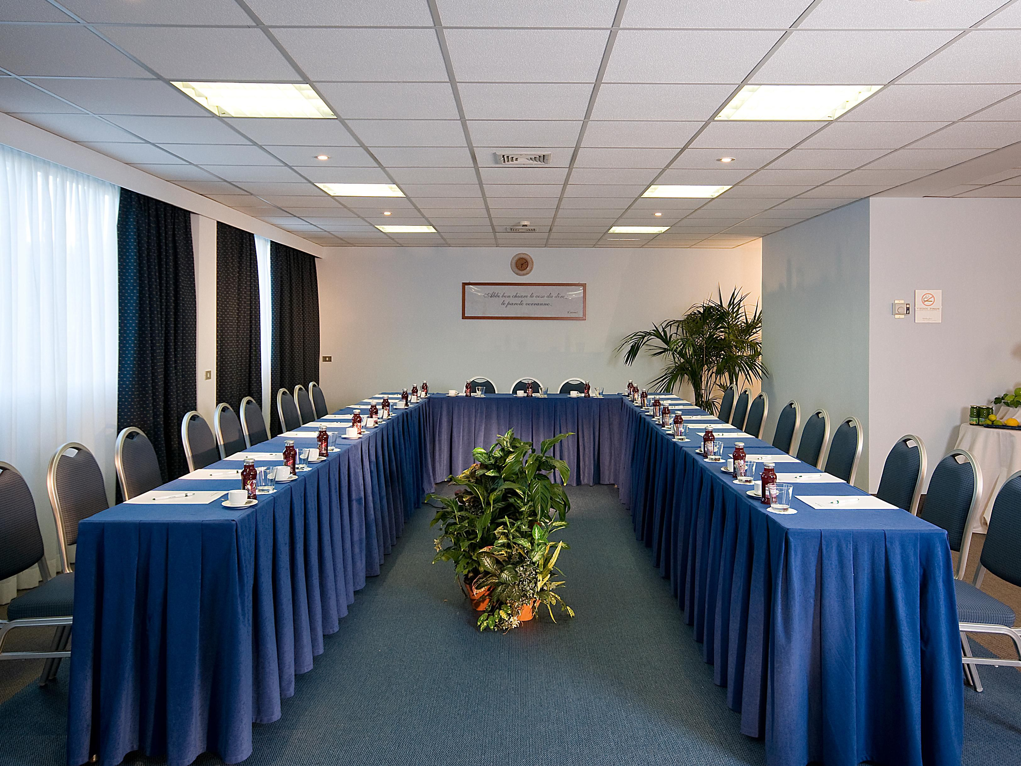 Meeting Room Catone U-Shape