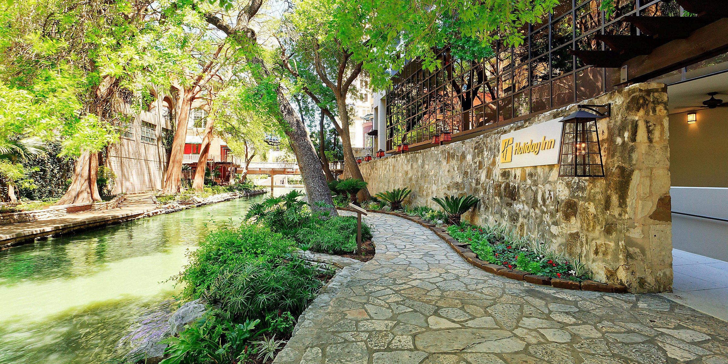 San Antonio Parking Garage Near Riverwalk | Dandk Organizer