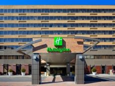 Holiday Inn Secaucus的梅多兰兹