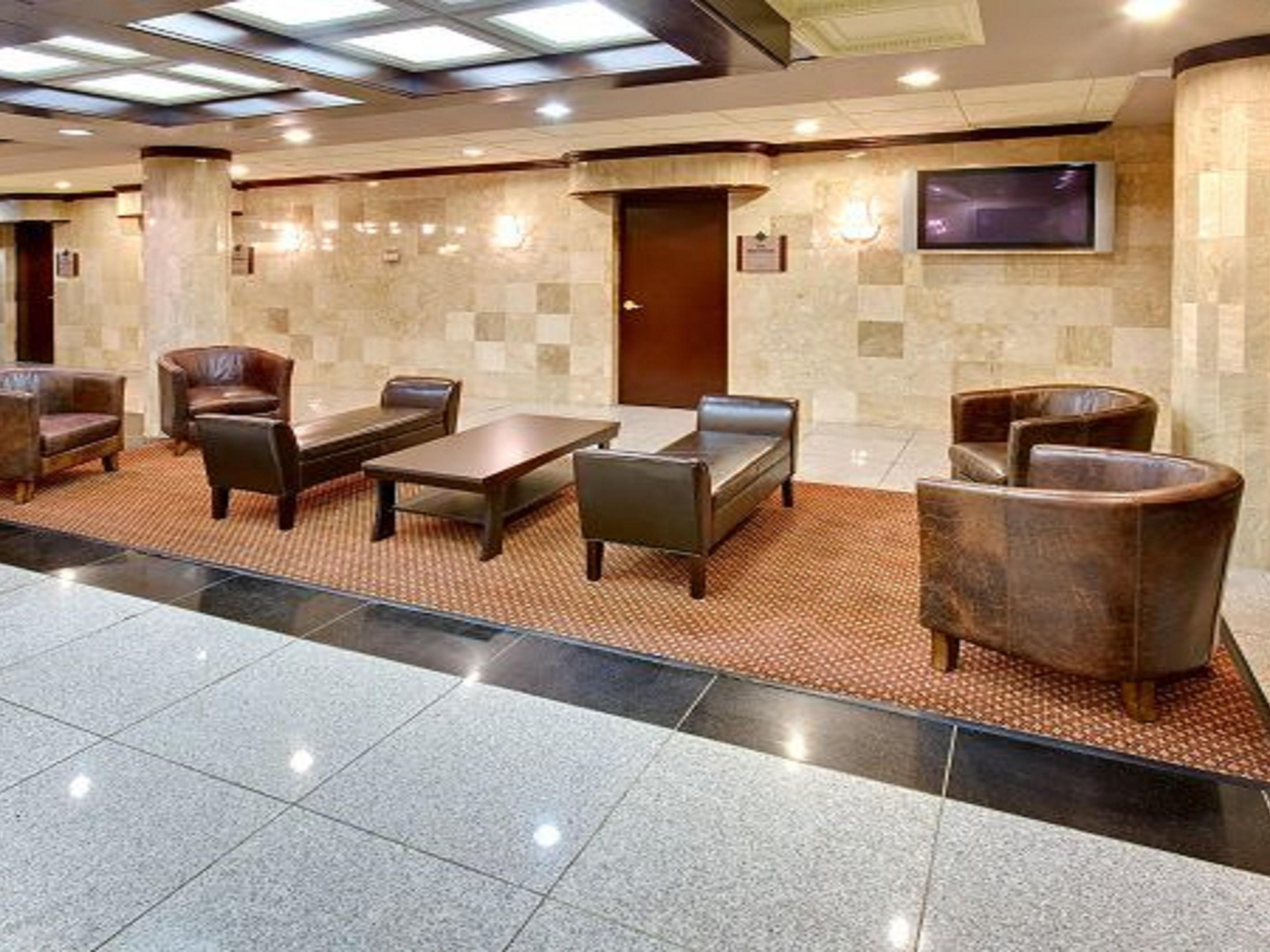 Lobby of Holiday Inn North Shore