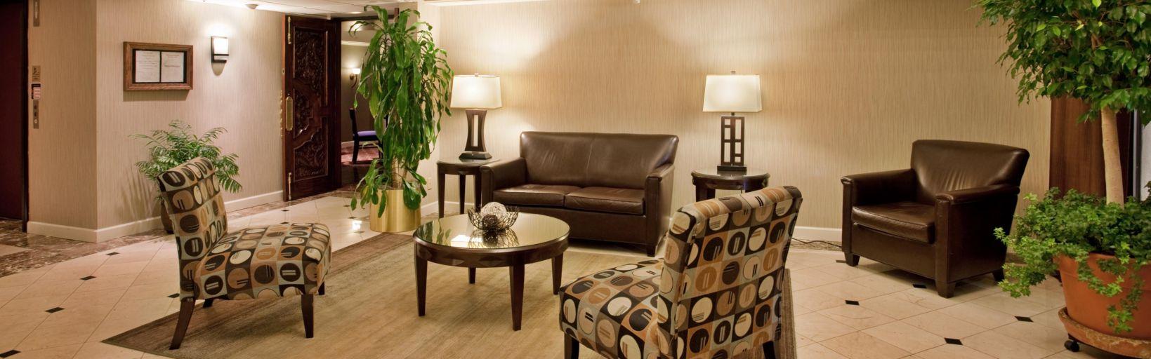 Hotel Lobby Holiday Inn St Louis Airport