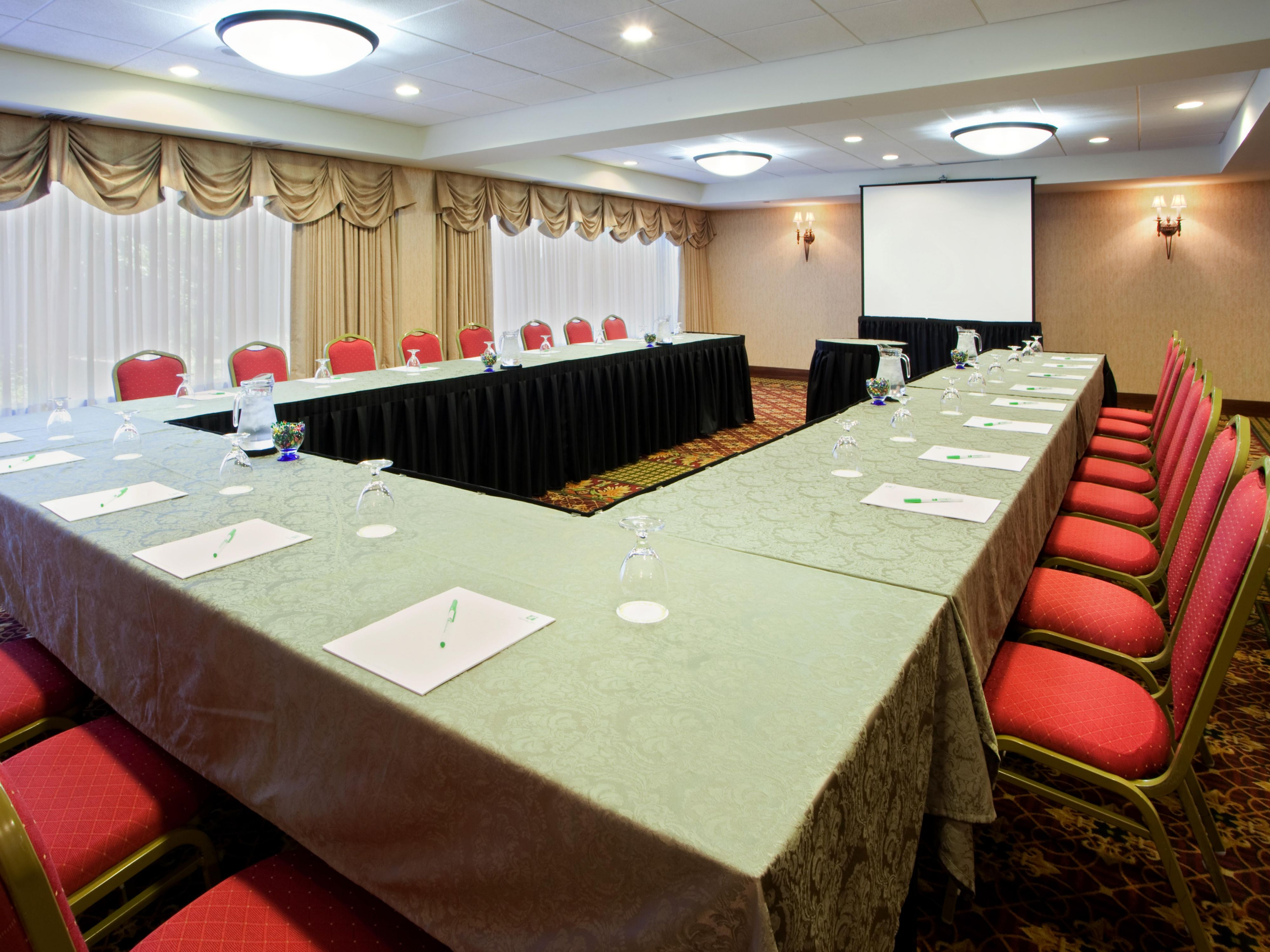 Our meeting rooms can accommodate several meeting setups