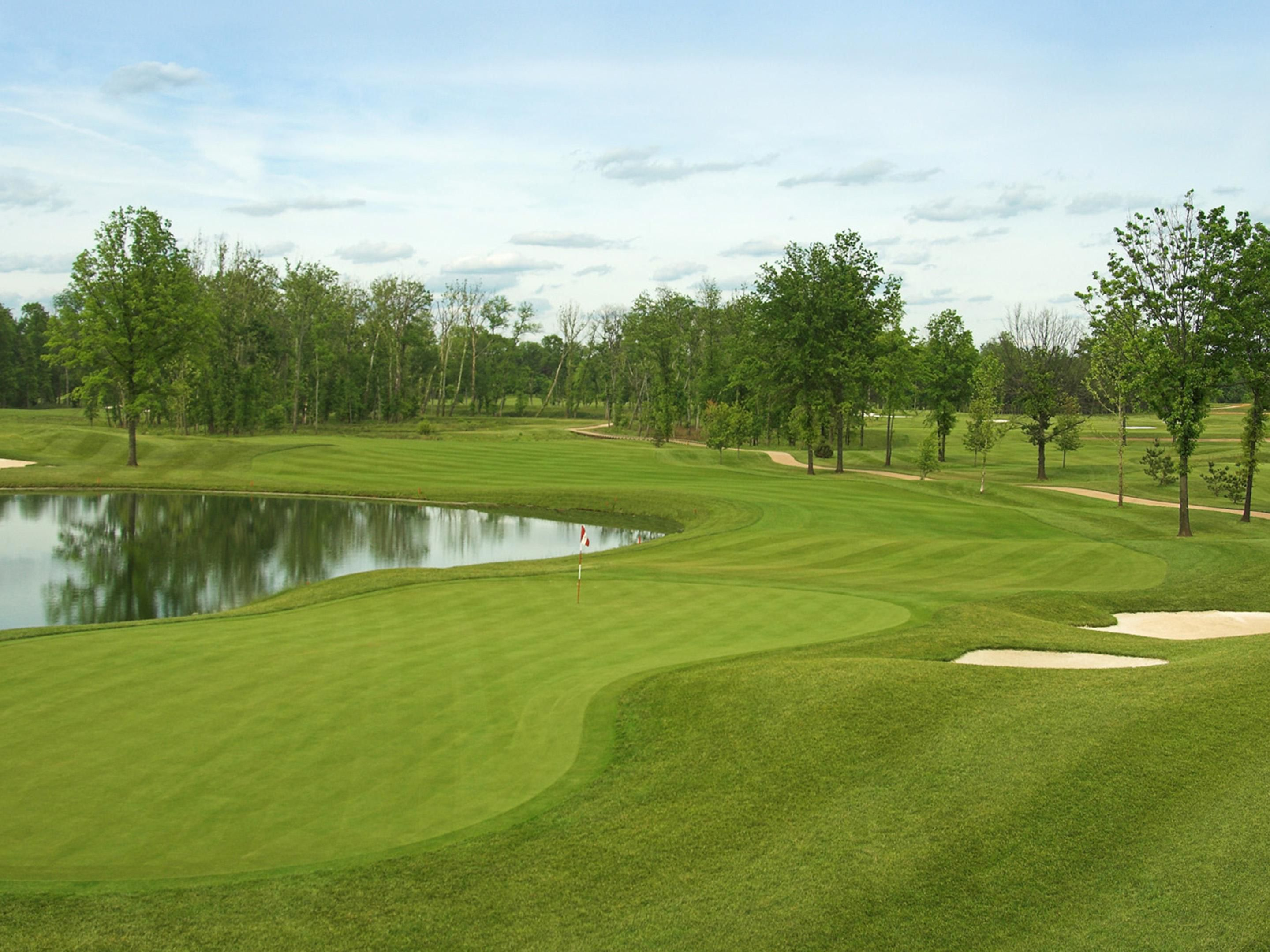 Holiday Inn Dulles is located near several beautiful golf courses