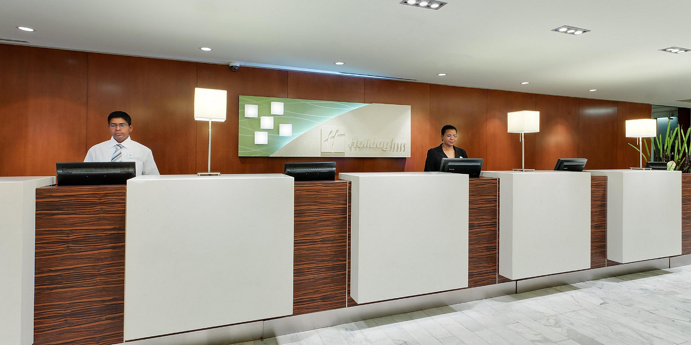 Downtown Hotels near Scotiabank Arena | Holiday Inn Toronto