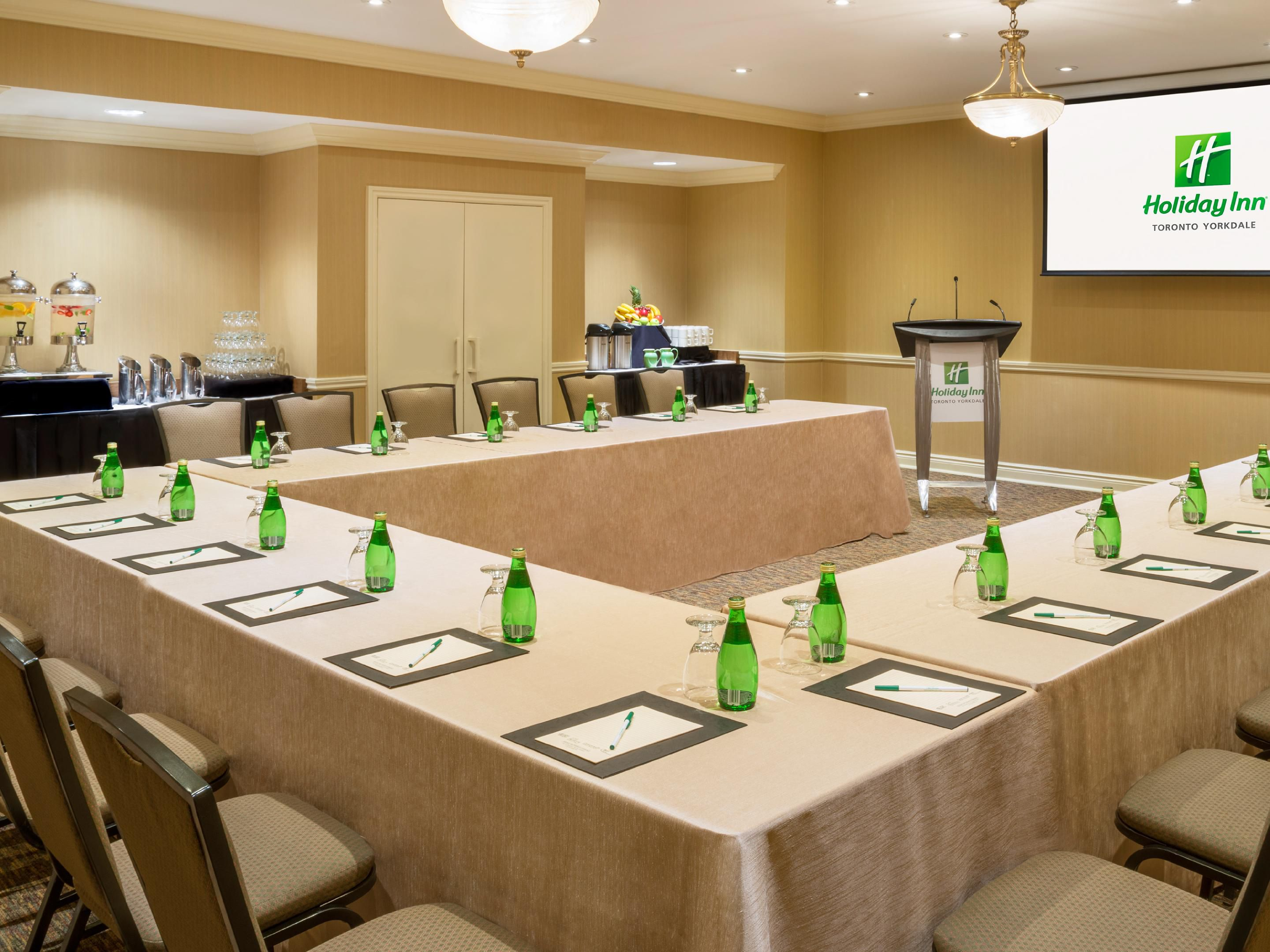 Newly Renovated 550 sq. ft. Room for up to 60 Attendees