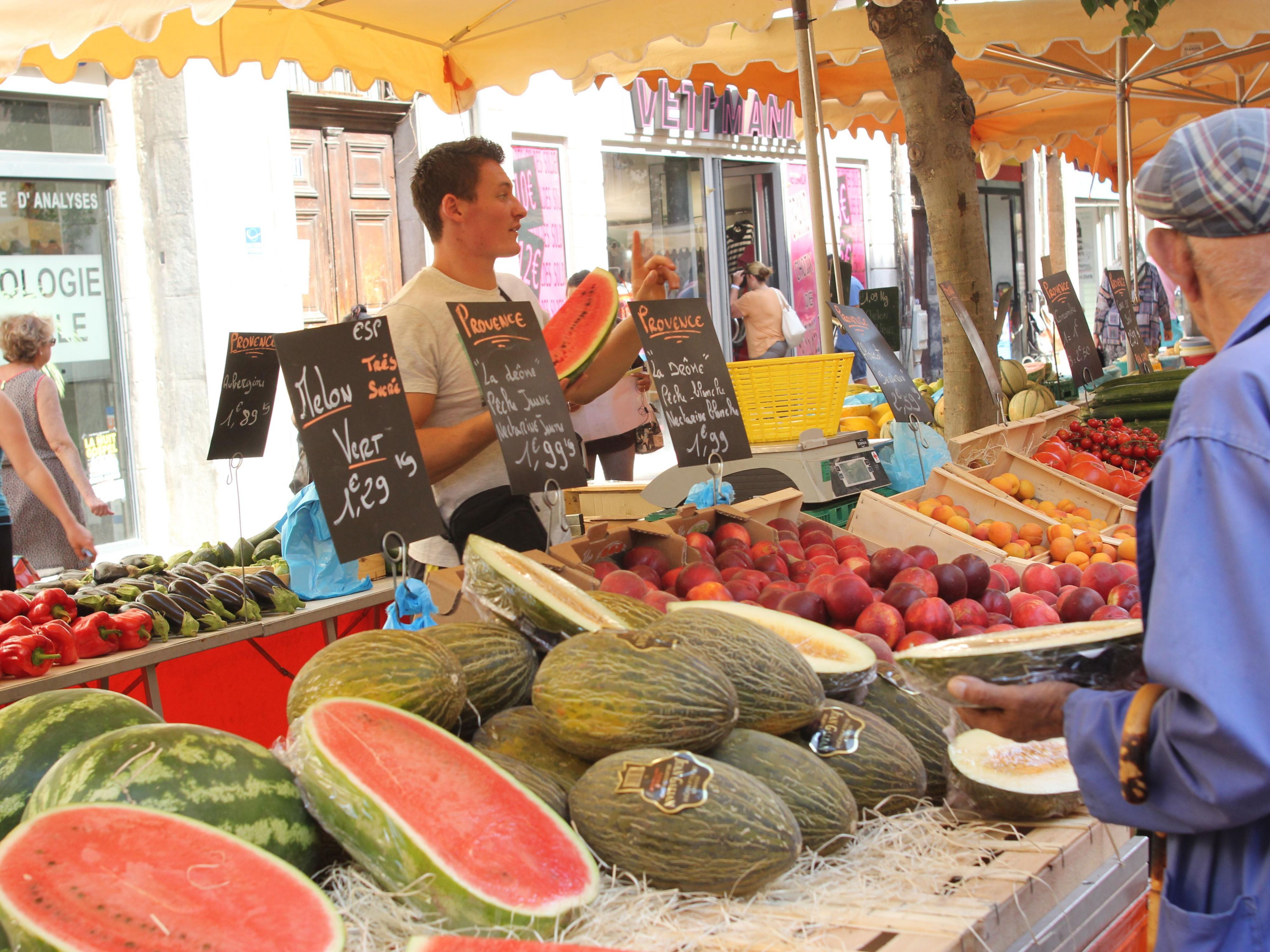Don't miss the famous  « Cours Lafayette » market