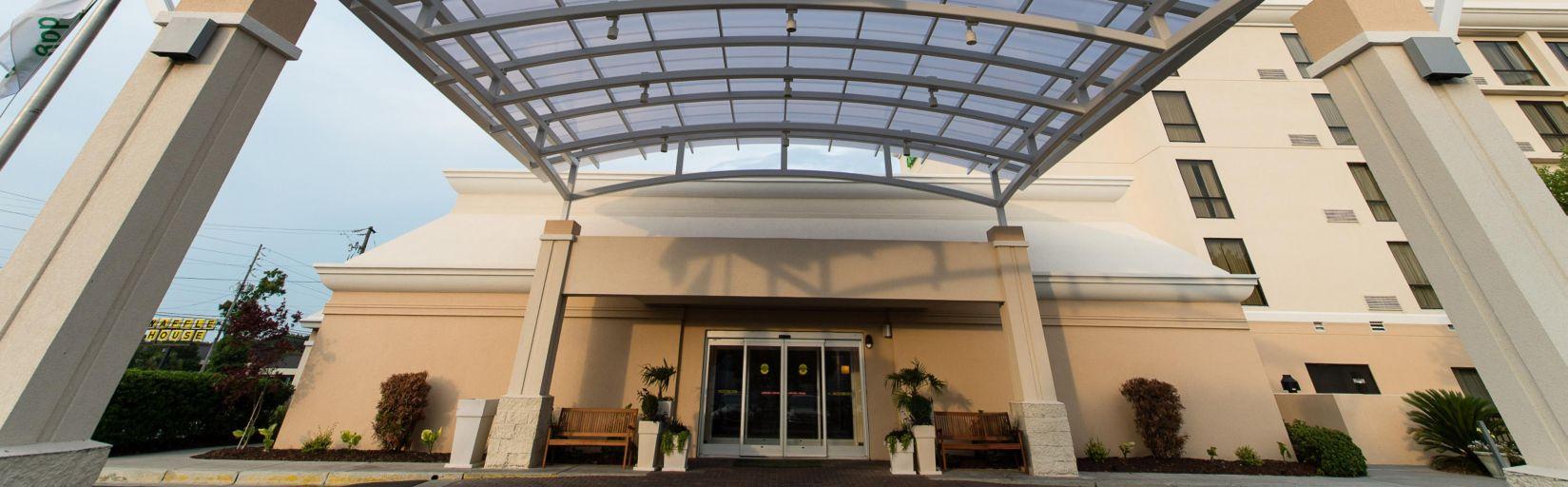 Holiday Inn Wilmington Nc Hotel Entrance