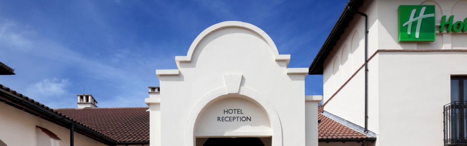 Holiday Inn Birmingham Bromsgrove Front Entrance