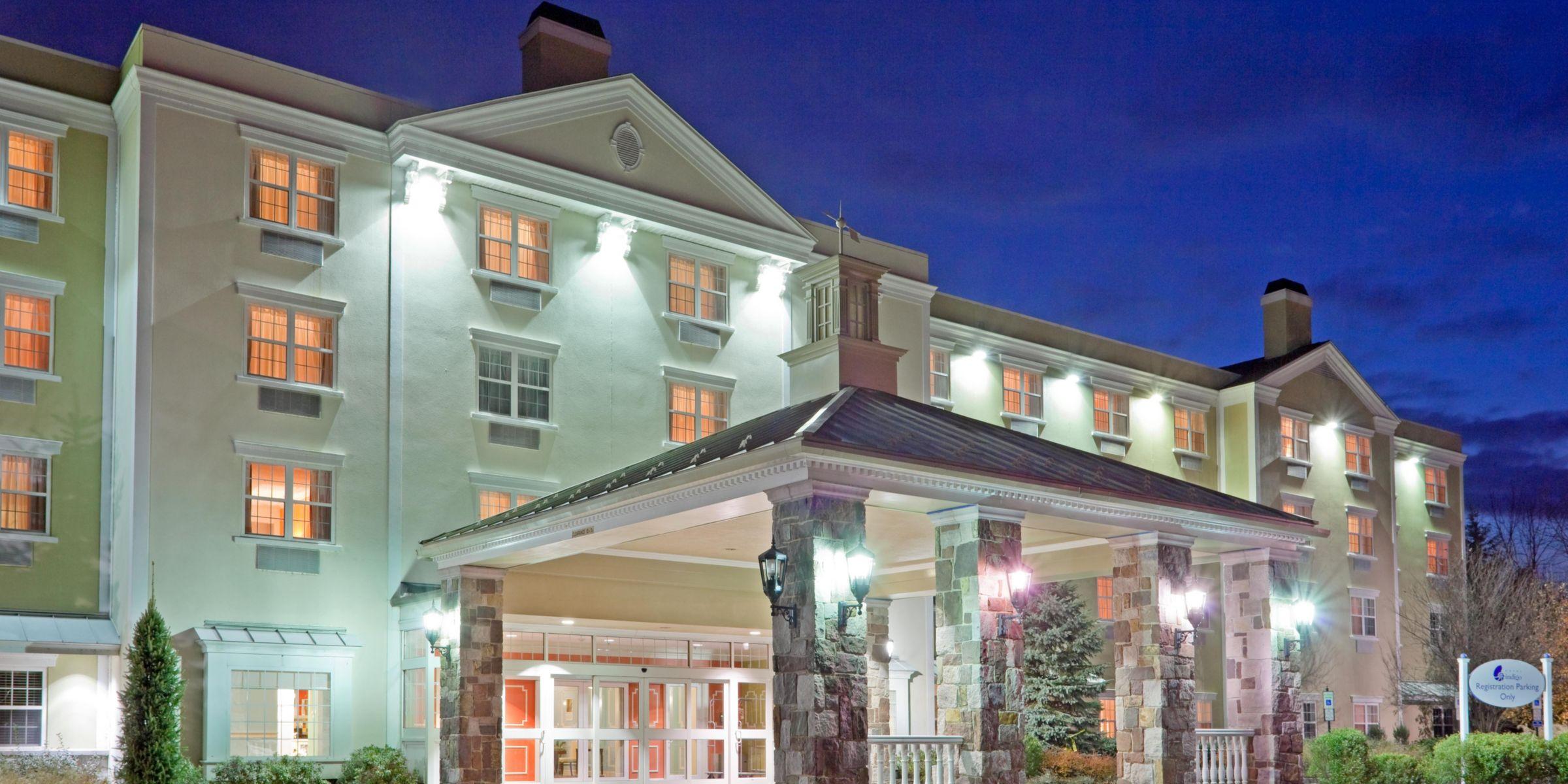 Basking Ridge Hotel Exterior At Night