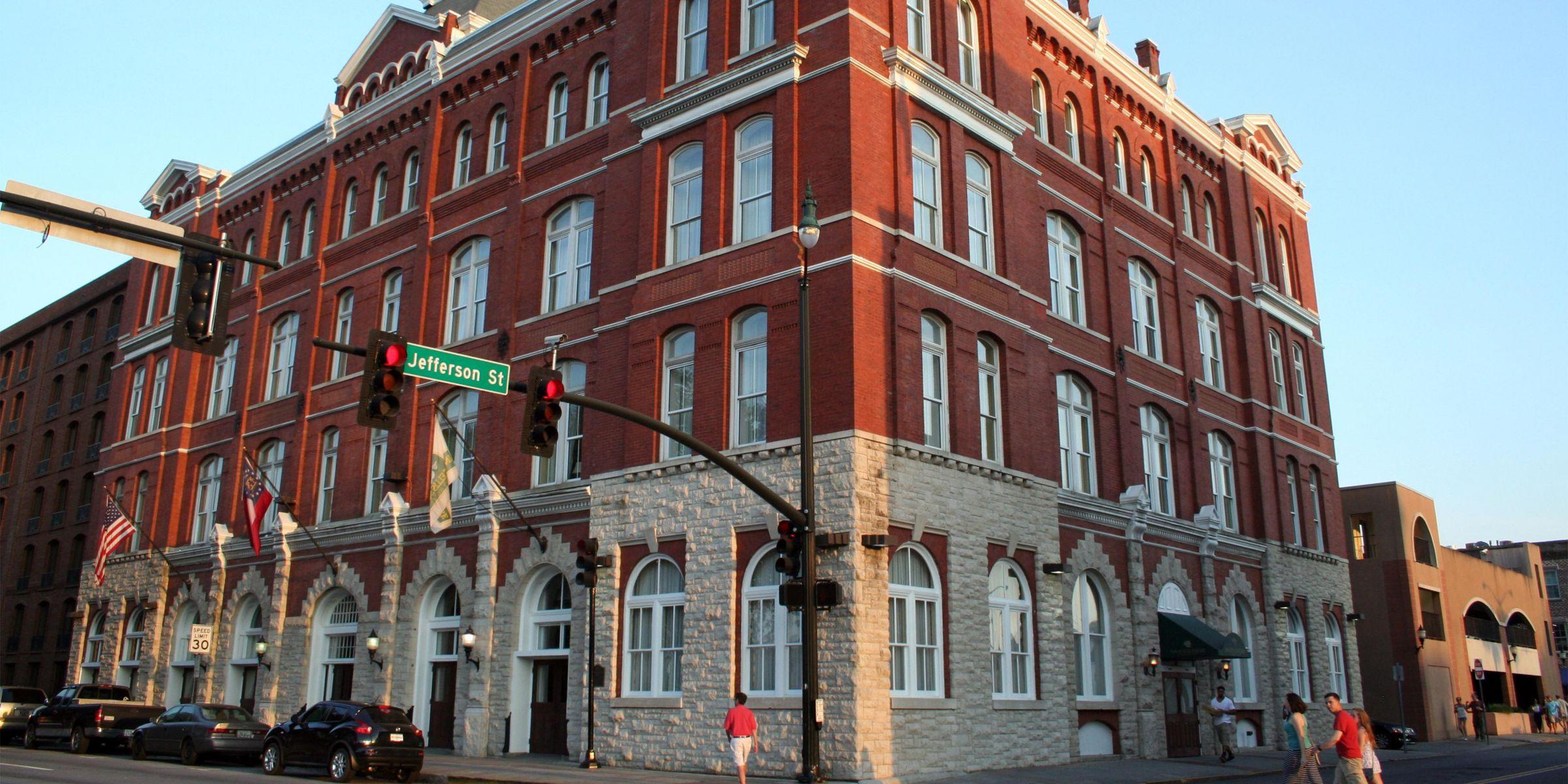 Hotel Indigo Savannah Historic District Exterior