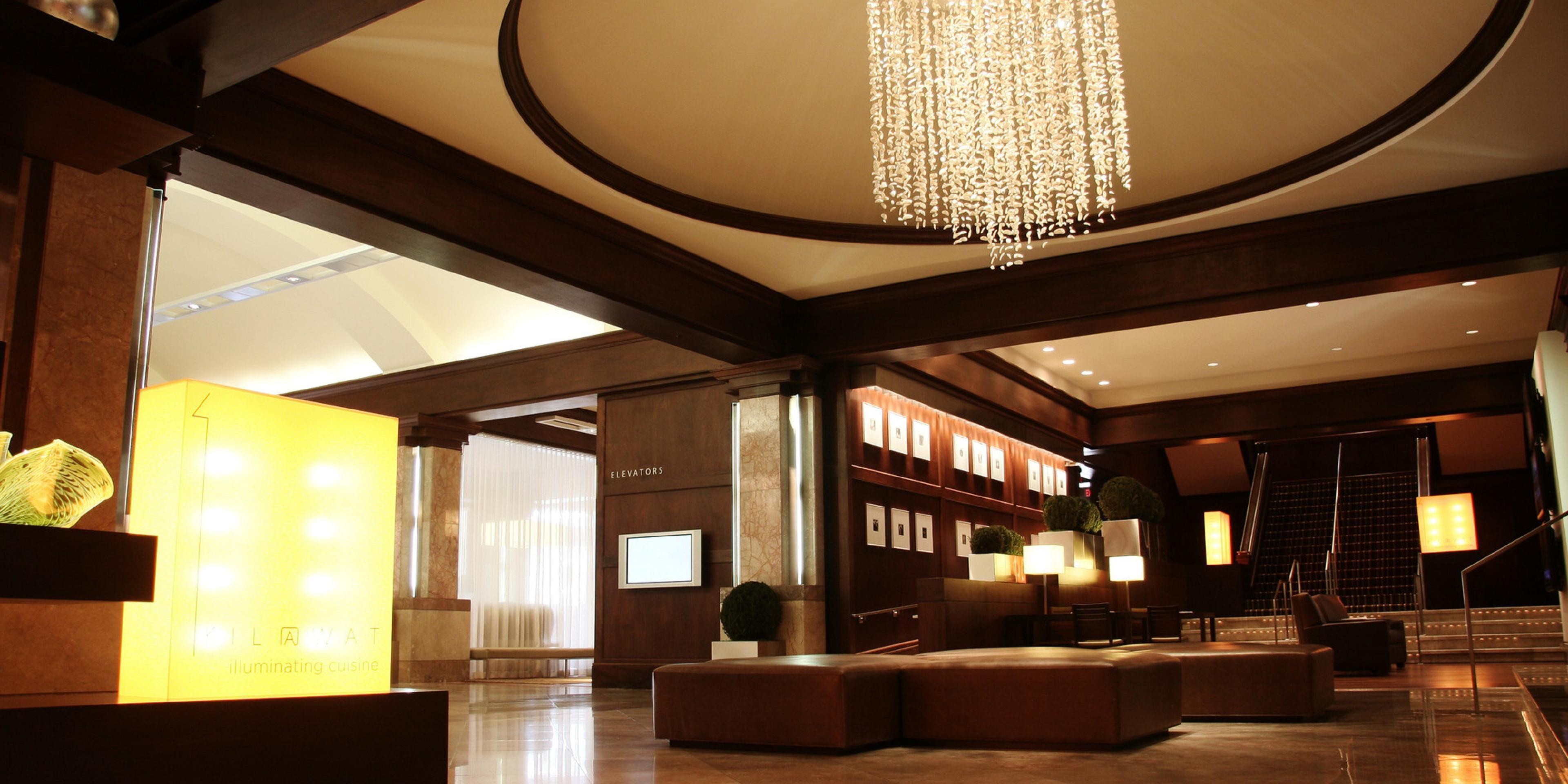 ... InterContinental Milwaukee Hotel Lobby ...