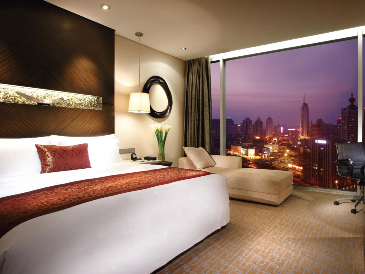 Deluxe King City View Room