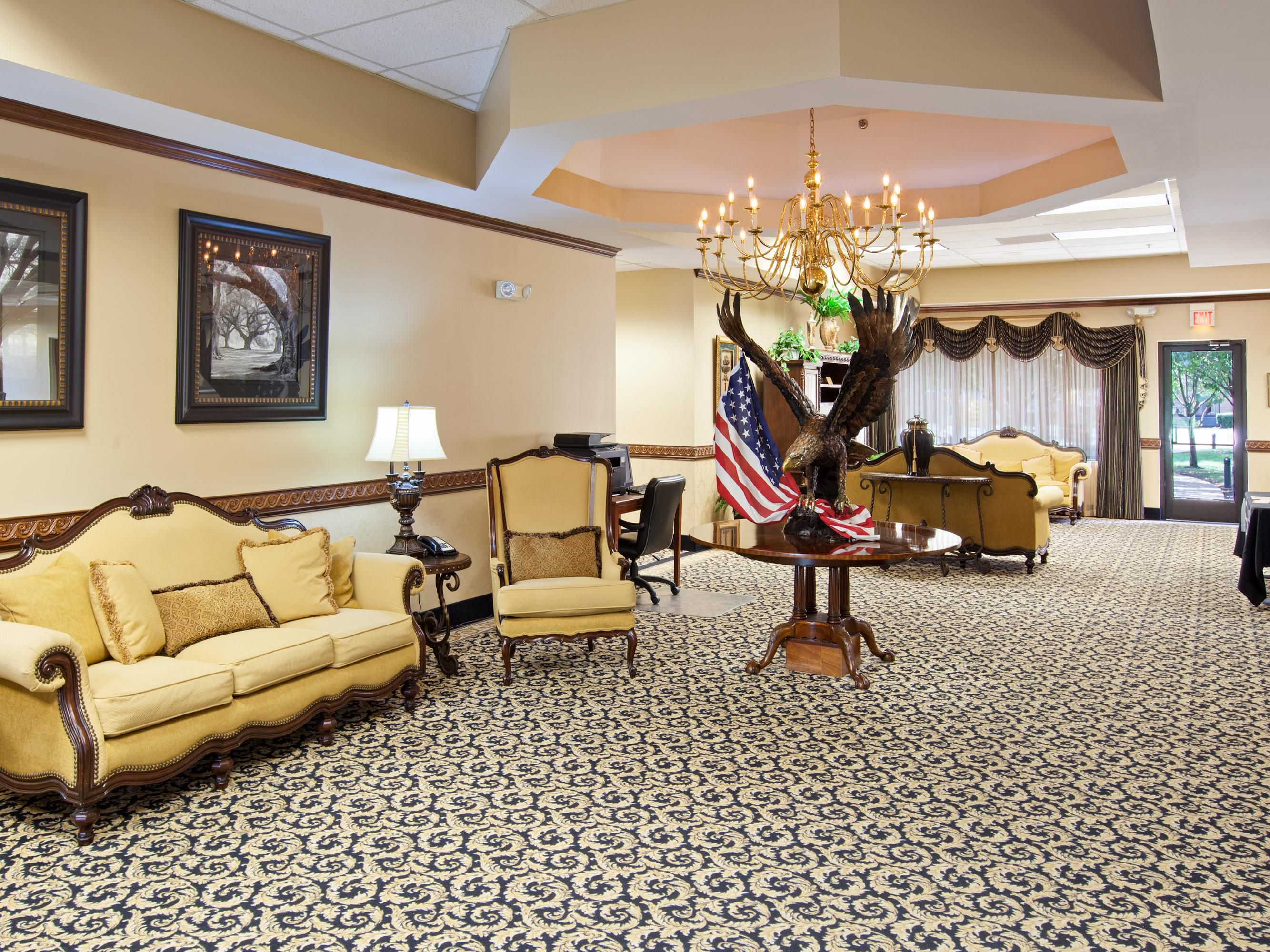 The Lyle Room is located on the second floor in the front of the house overlooking the Cumberland River and miles of farmland. Decorated in gentle lavender, the king size canopy bed lends your stay to the peaceful tranquility of country living.