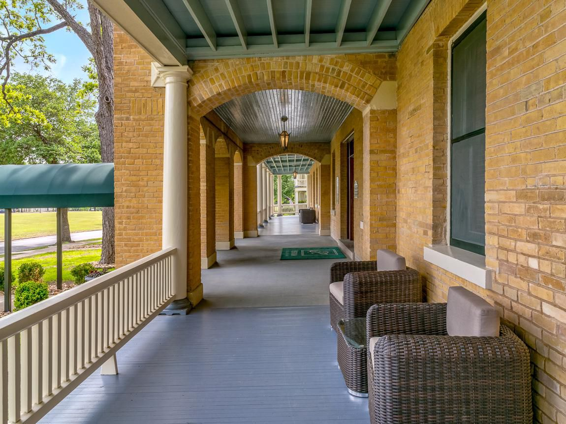 Foulois House, Bldg. 107, Front porch