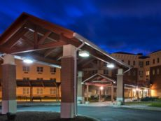 IHG Army Hotels Rainier Inn & Complex (Lewis) in Lacey, Washington
