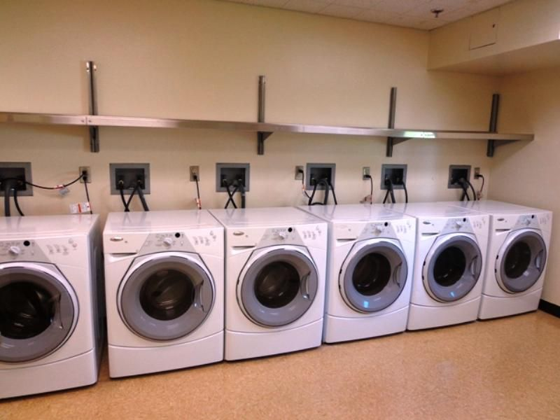 IHG Military Hotel Ft. Lewis-McChord - Evergreen Inn Guest Laundry