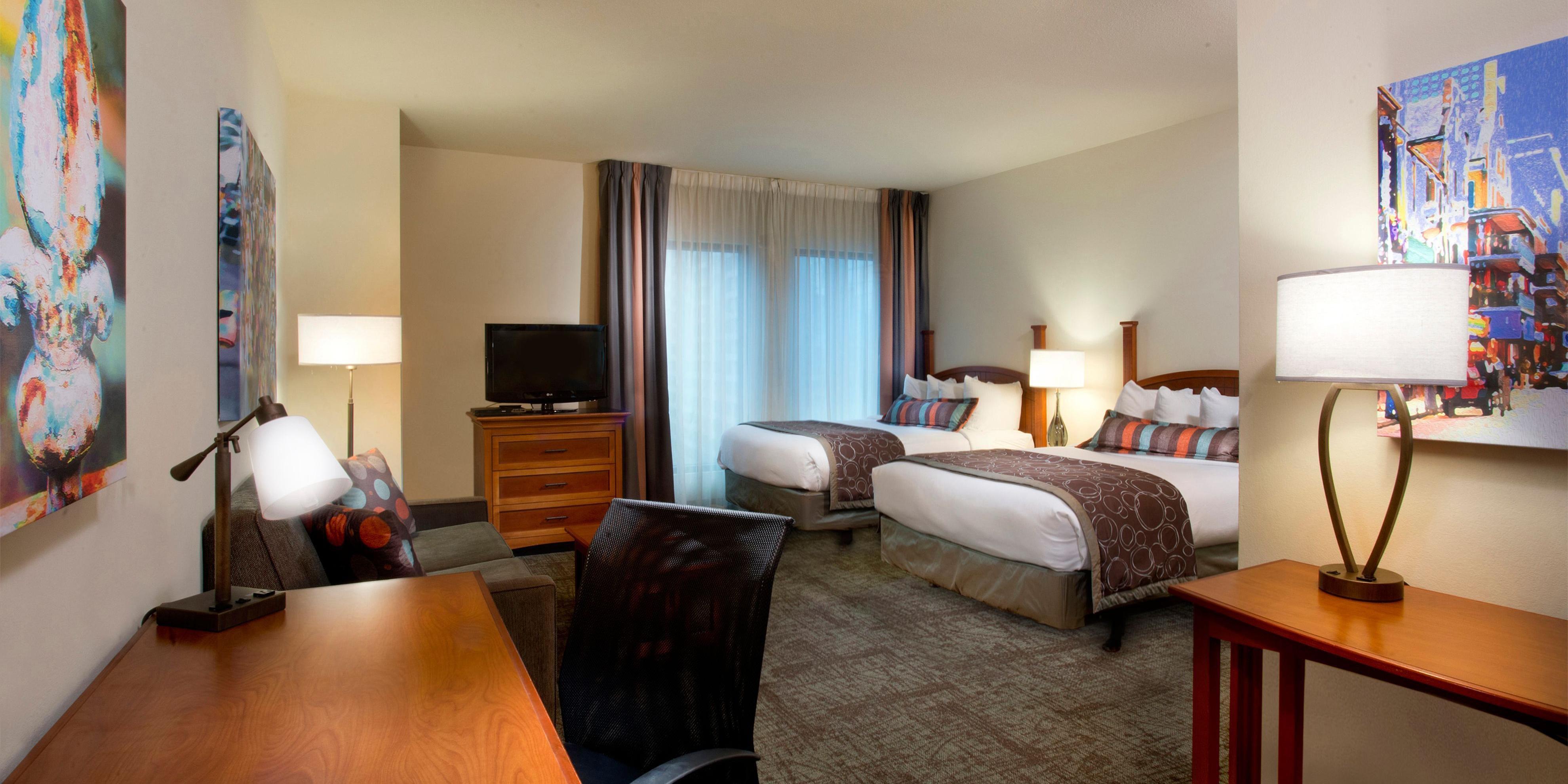 suites in clsc hotels renaissance new suite rooms msydt bedroom orleans hotel arts hor garden warehouse district