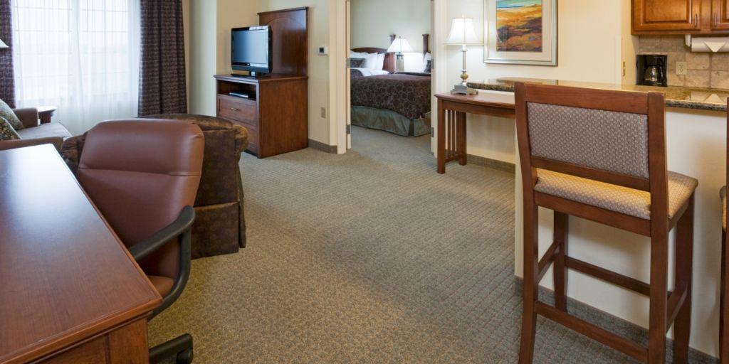 Oconomowoc Hotels Staybridge Suites Milwaukee West Extended Stay Hotel In Wisconsin
